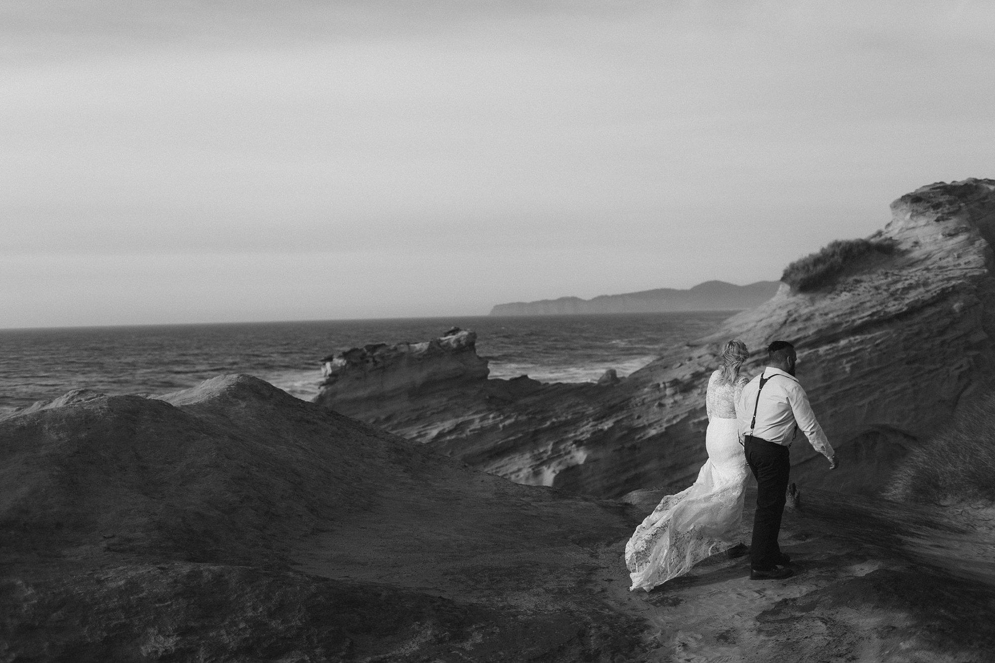cape-kiwanda-elopement-wedding_0009.jpg