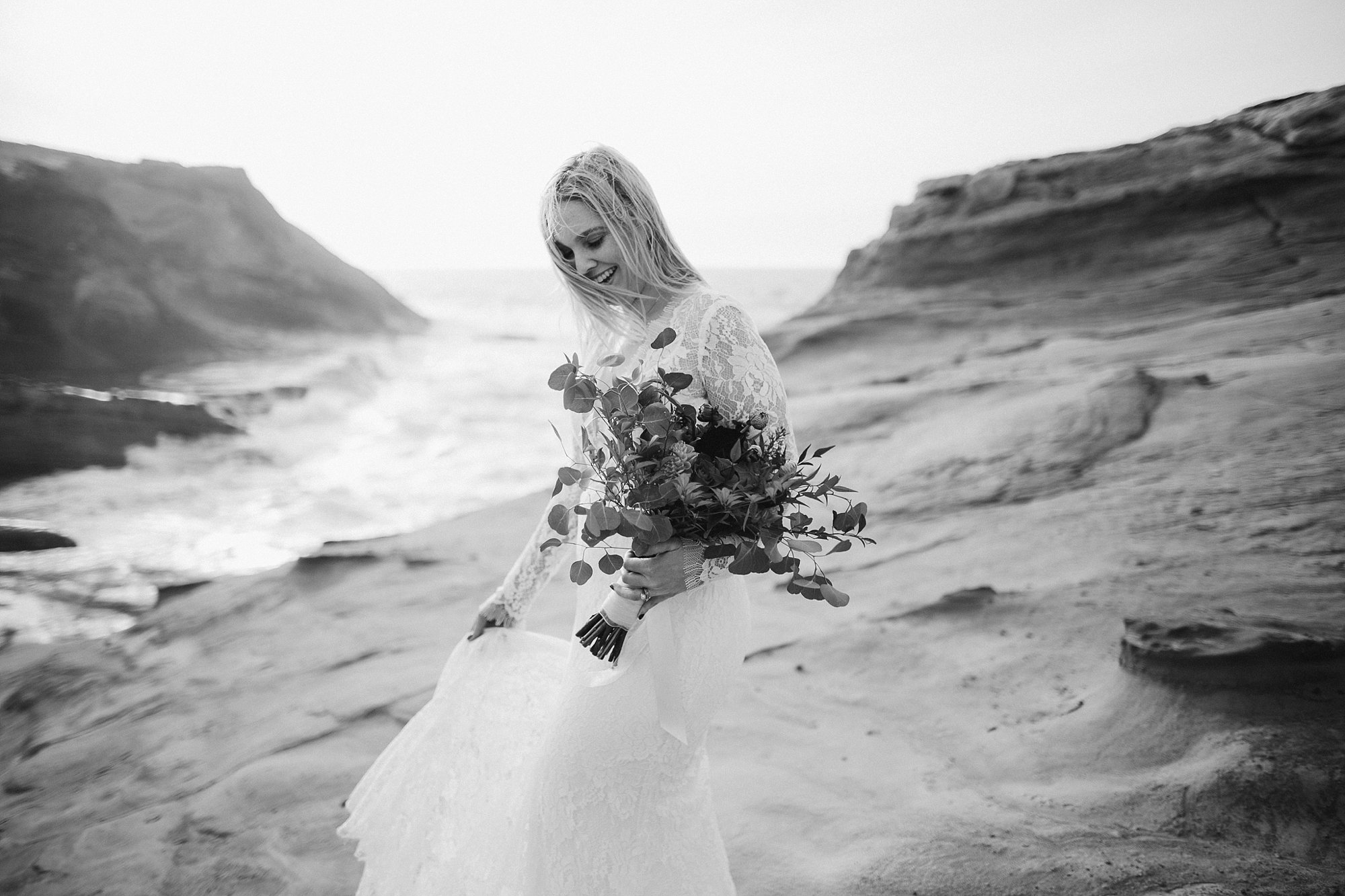 cape-kiwanda-elopement-wedding_0014.jpg