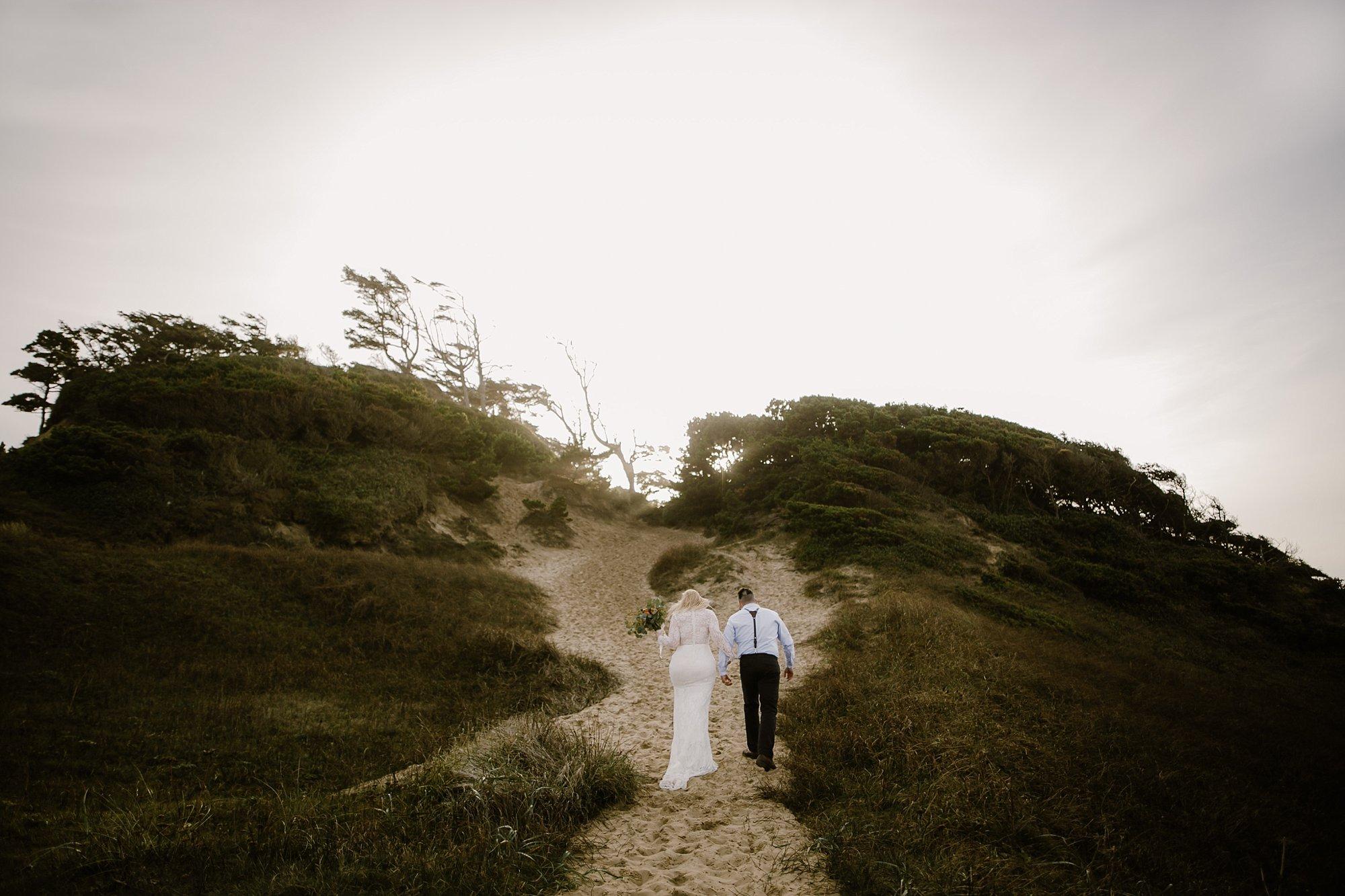 cape-kiwanda-elopement-wedding_0024.jpg