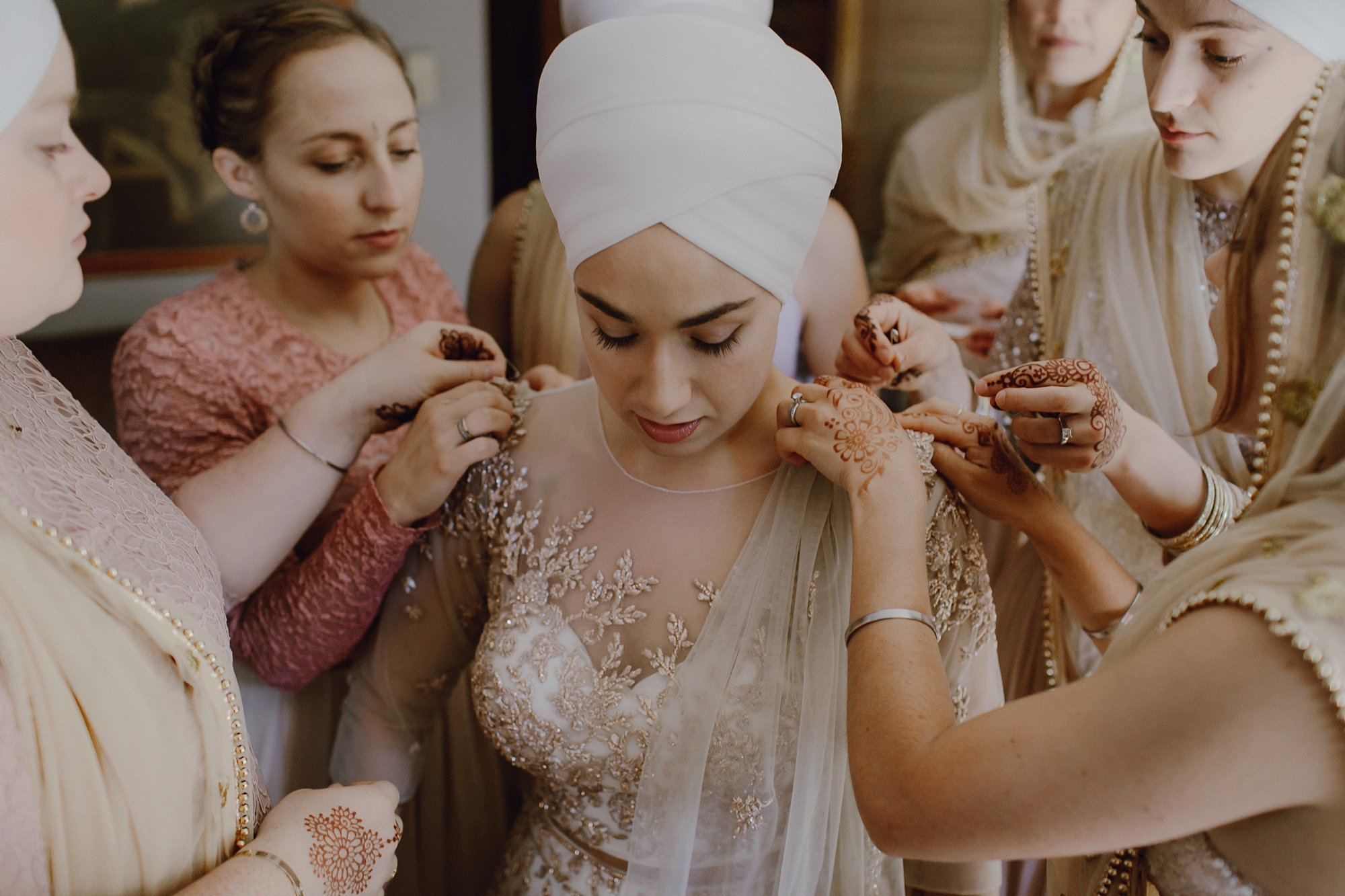 A bride gets ready for her Oregon Sikh wedding