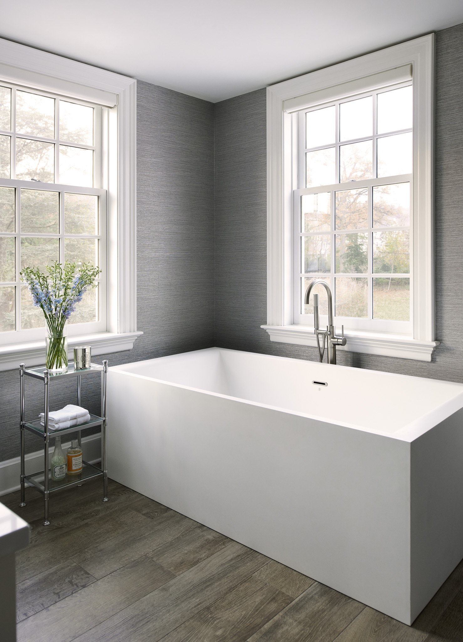 NCI Union Street_Master Bath Tub_Web Ready-16.jpg