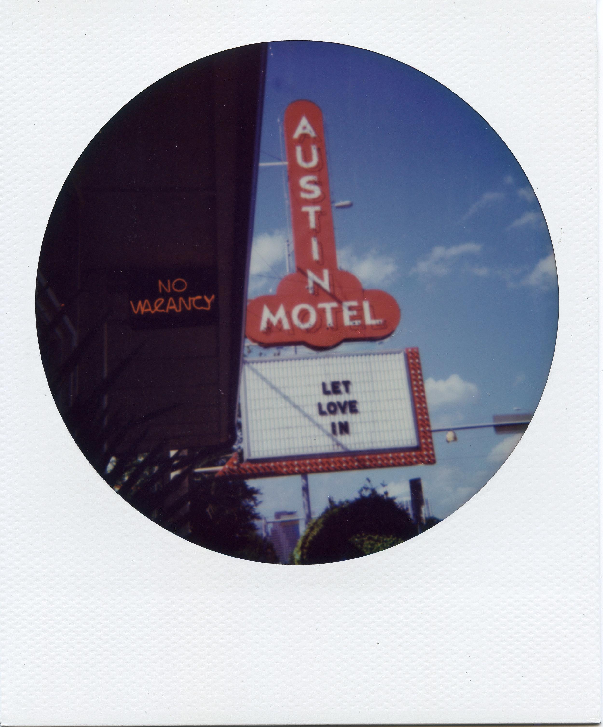 Polaroid ATX012-2.jpg