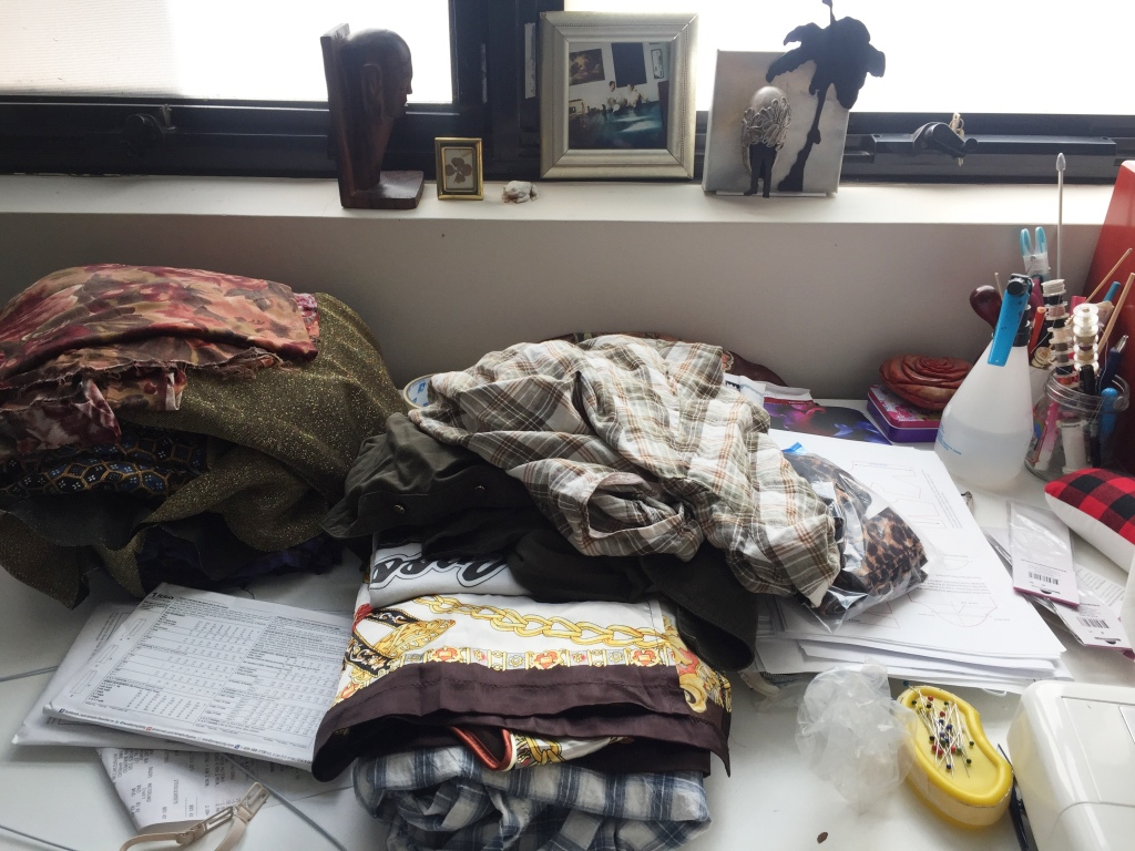 The sad sorry state of my sewing table at the moment. Sewjo bye bye & I havent started my  Skylines comp  outfit yet