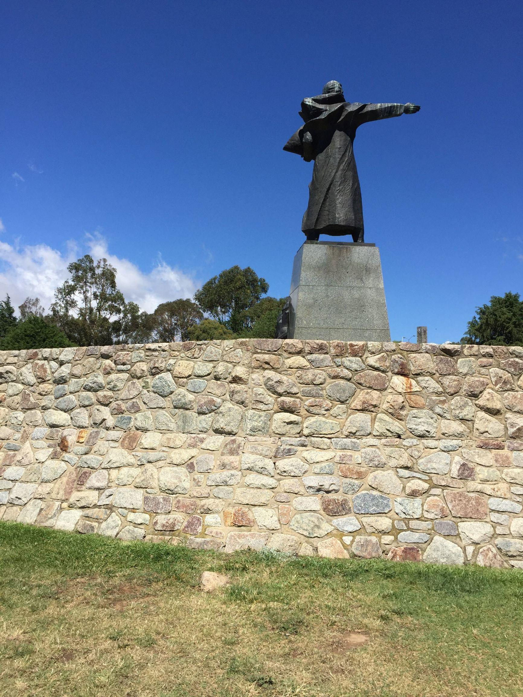 Bossy statue