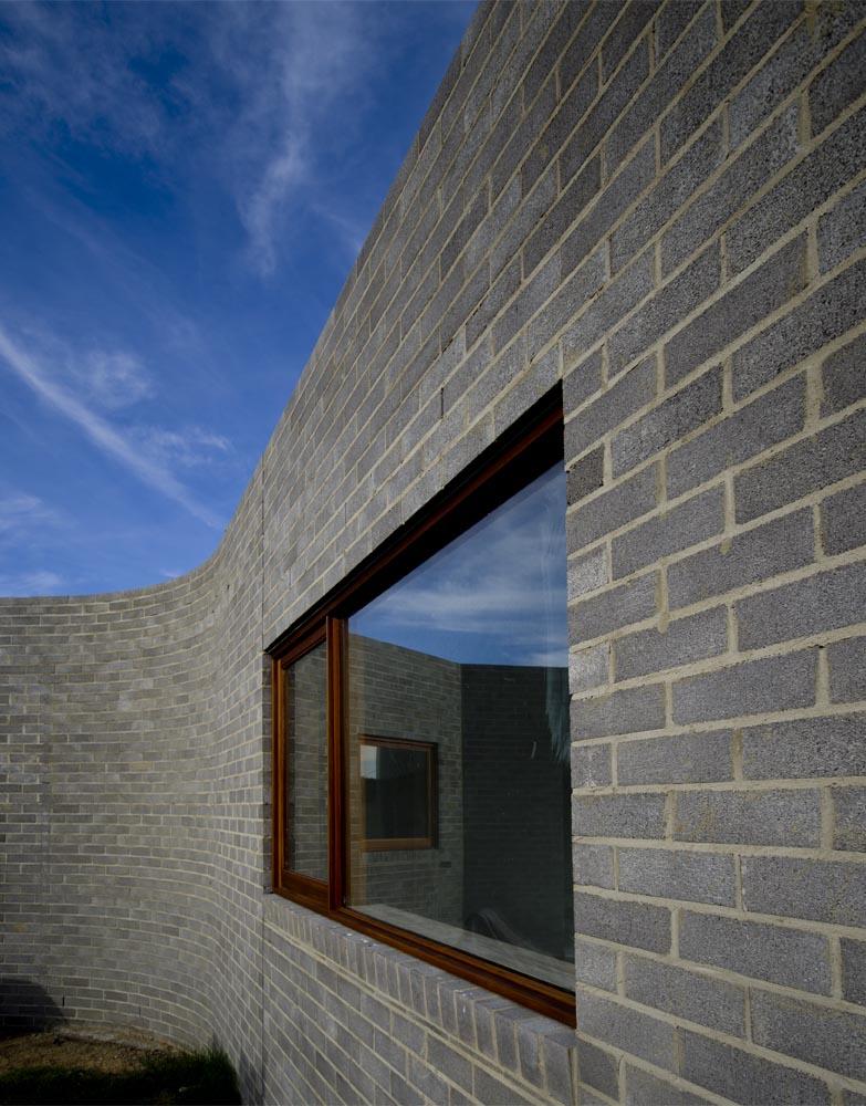 curved brickwork.jpg