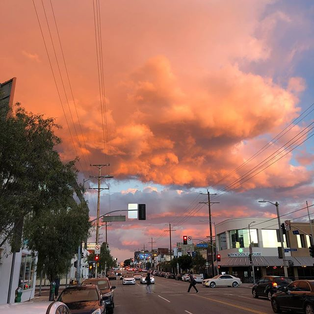 Definitely not the skies we're getting today in Los Angeles as it is totally bleak and overcast but here is some sky magic from 10 days ago for your viewing pleasure. #skymagic #cloudzdelight