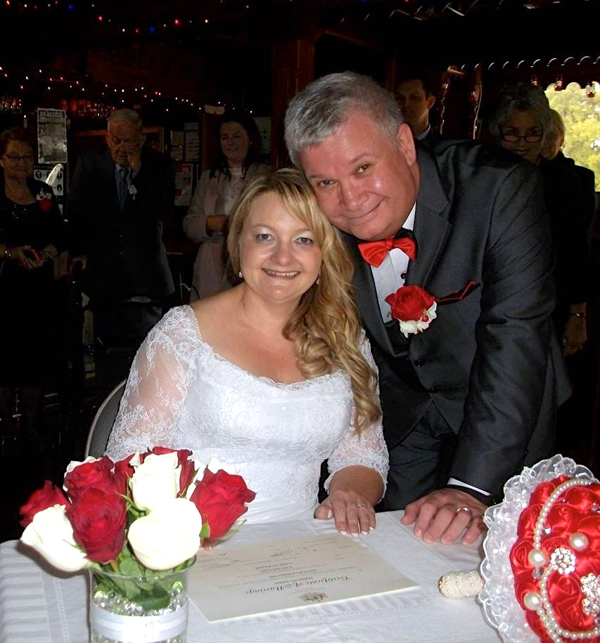 Leanne & Glenn signing the register Nepean Belle Wedding.jpg