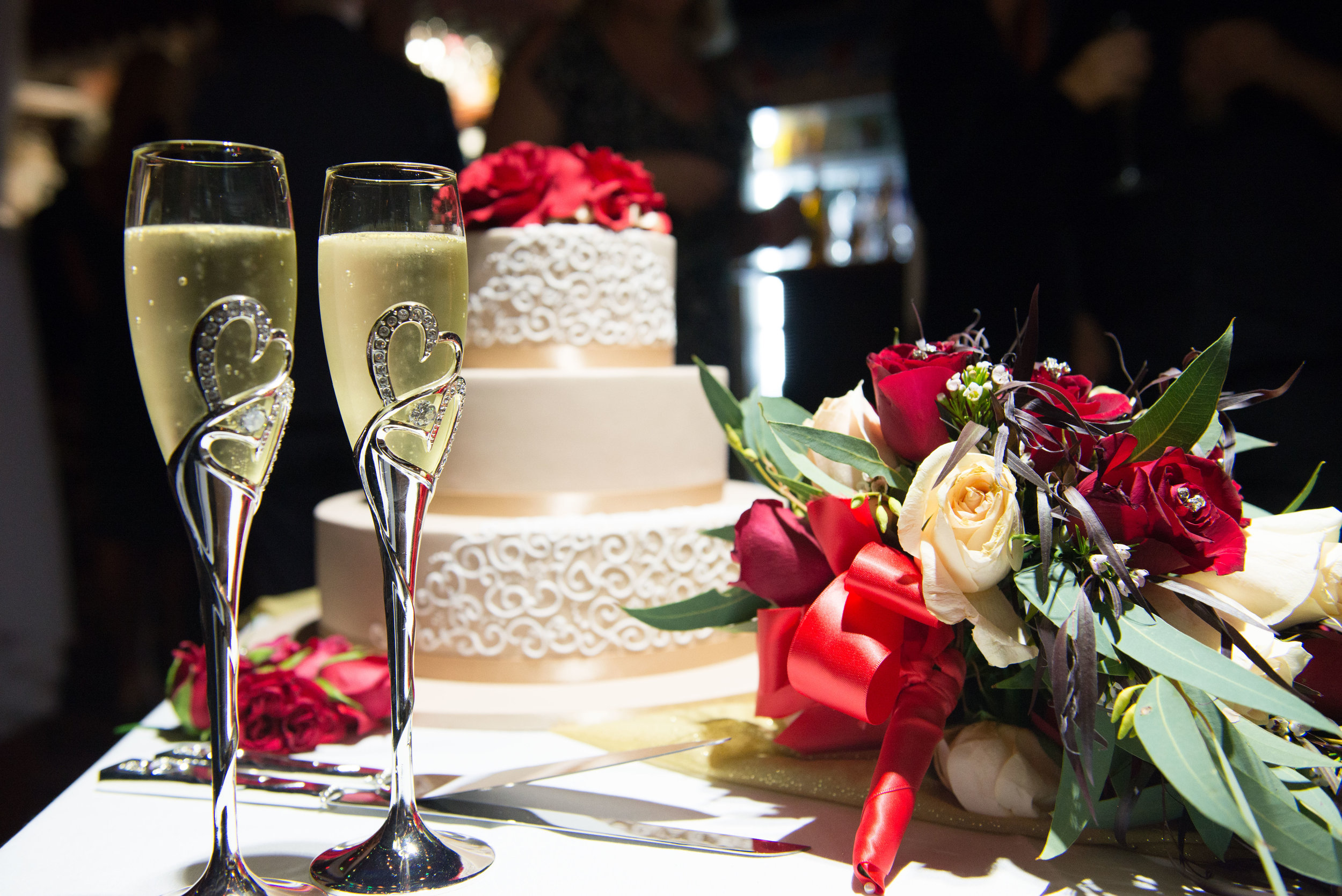 Belle wedding cake glasses champagne flowers brindley.jpg