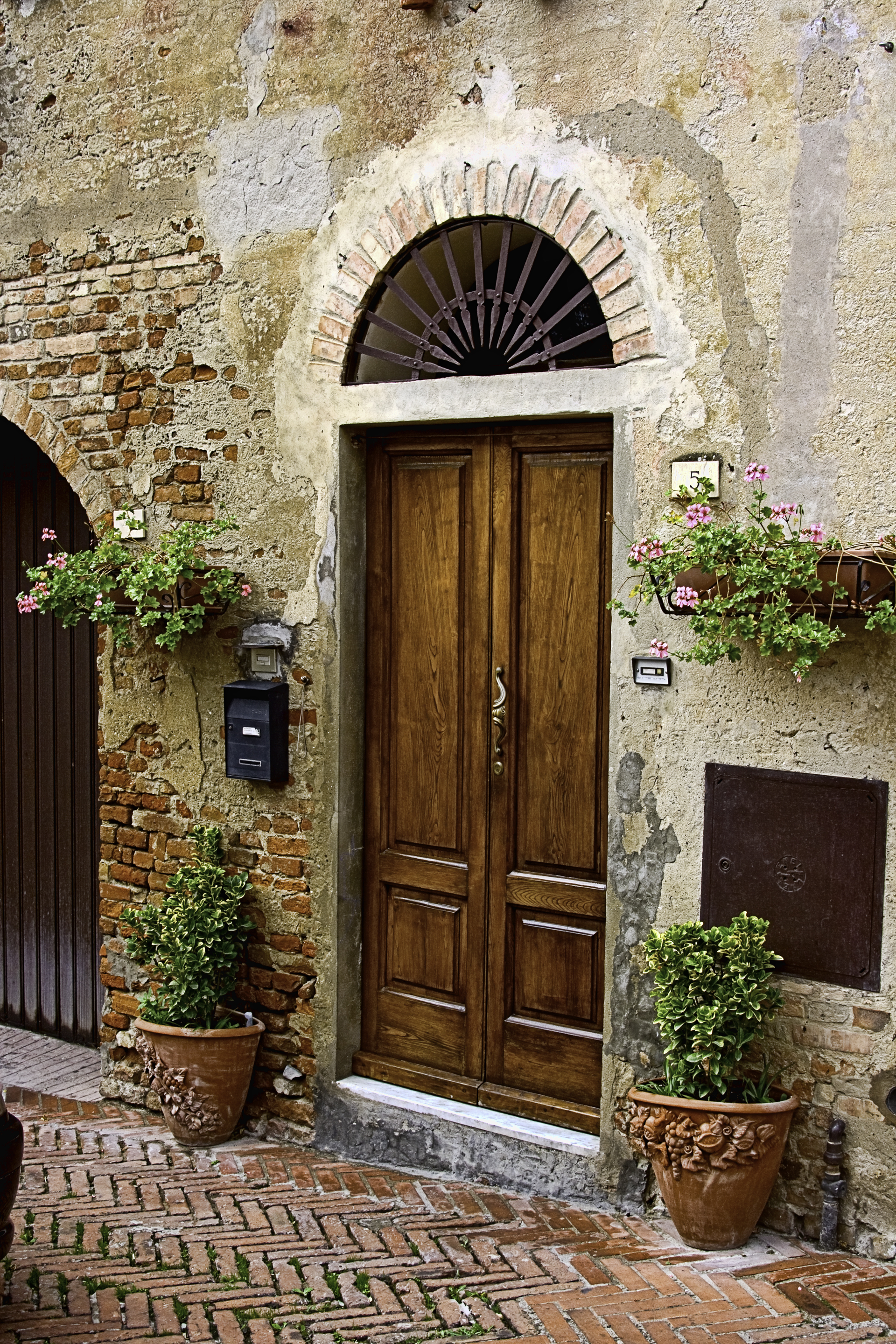 Doorway in Tuscany 8 x 12.jpg