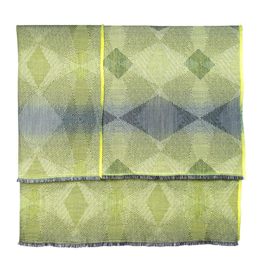 Lepidoptera lemon -Throw      142 x 176 cm       Composition :    wool 95% silk 5%