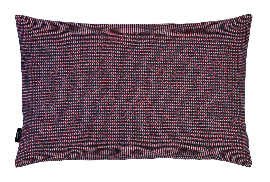 Silicium pastel coral - cushion          43 x 70 cm            front side:   wool 95% silk 5%    back side: light grey linen 100%
