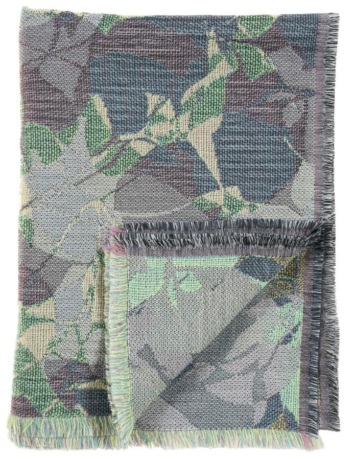 Ombrage/green- Throw 142 x 110 cm  Compositon: jacquard woven fabric 78% wool 16% viscose 6% silk