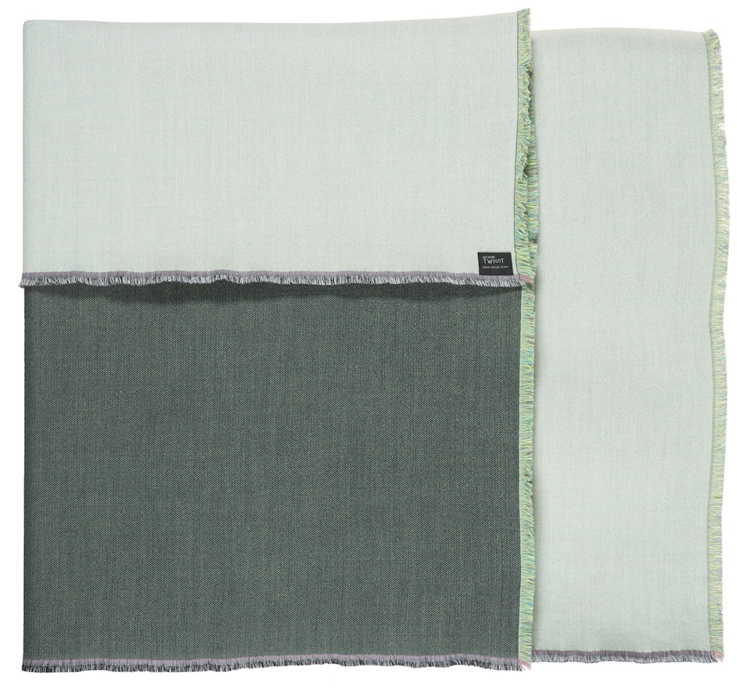 Diffraction/green - Throw/plaid ≅ 142 x 110 cm  Composition: woven fabric 95% wool, 5% silk