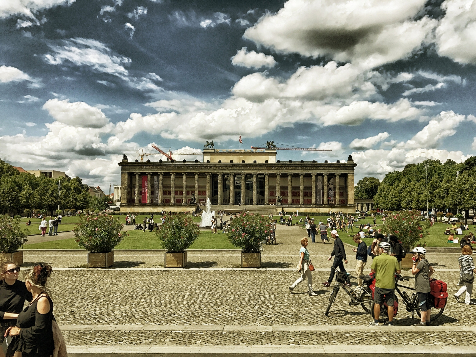 "The Altes Museum (""Old Museum"") houses the antiquities collection of the  Berlin State Museums ."