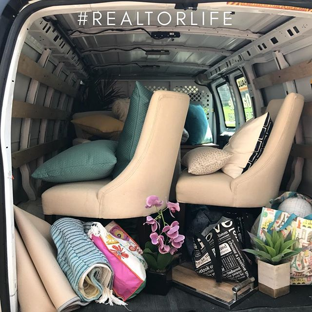 Light staging always turns into a full truckload...but it's so worth it in the end.  #buyinginoakville #realtorlife #staging #oakvillehomes