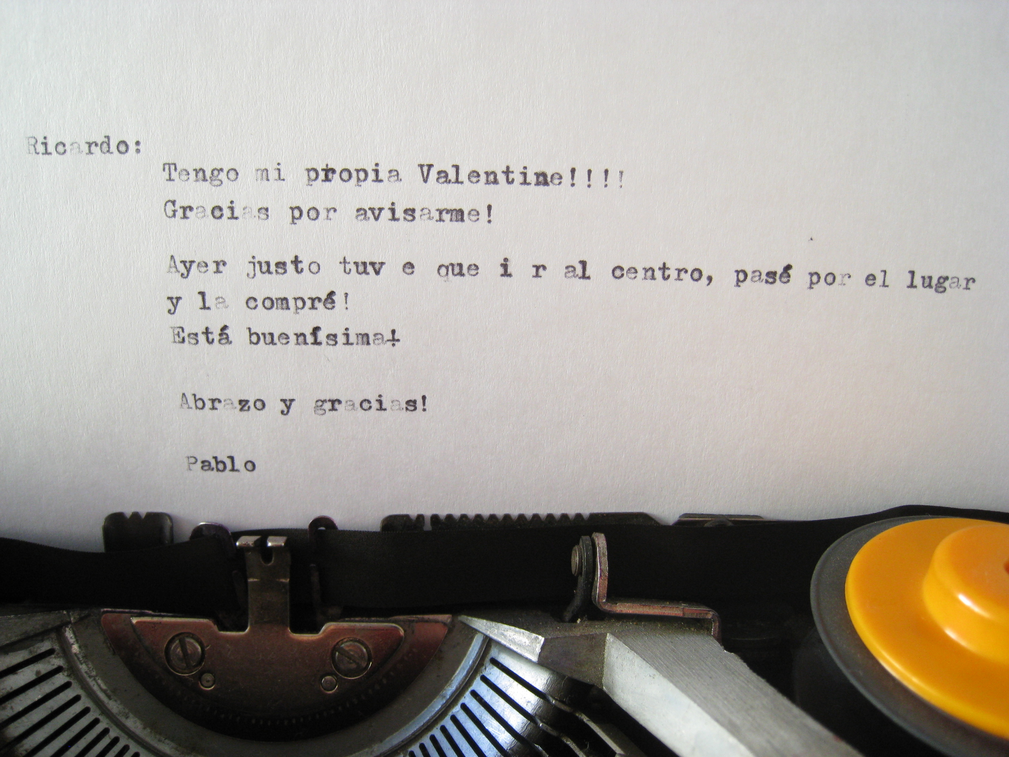 Y esto es lo que está escrito en la hoja puesta en la máquina, que no se llega a leer en la revista.