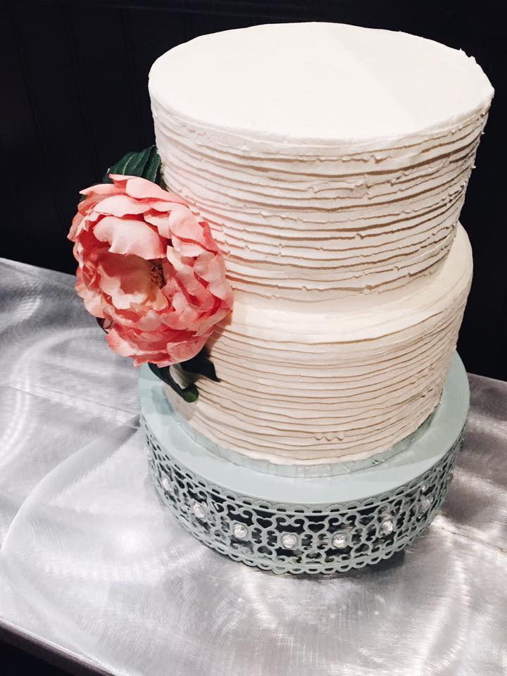 Choosing a wedding cake | Cinnamon Wolfe Photography | North NJ Wedding Photographer