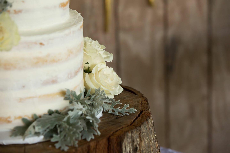 Choosing a wedding cake   Cinnamon Wolfe Photography   North NJ Wedding Photographer