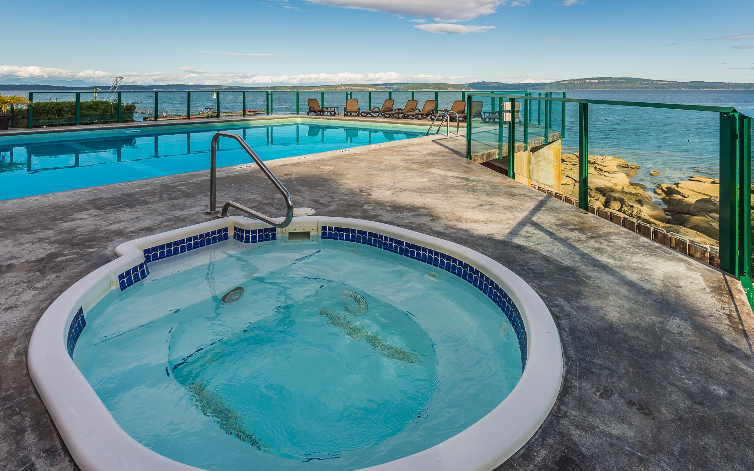 inn of the sea hot tub.jpg