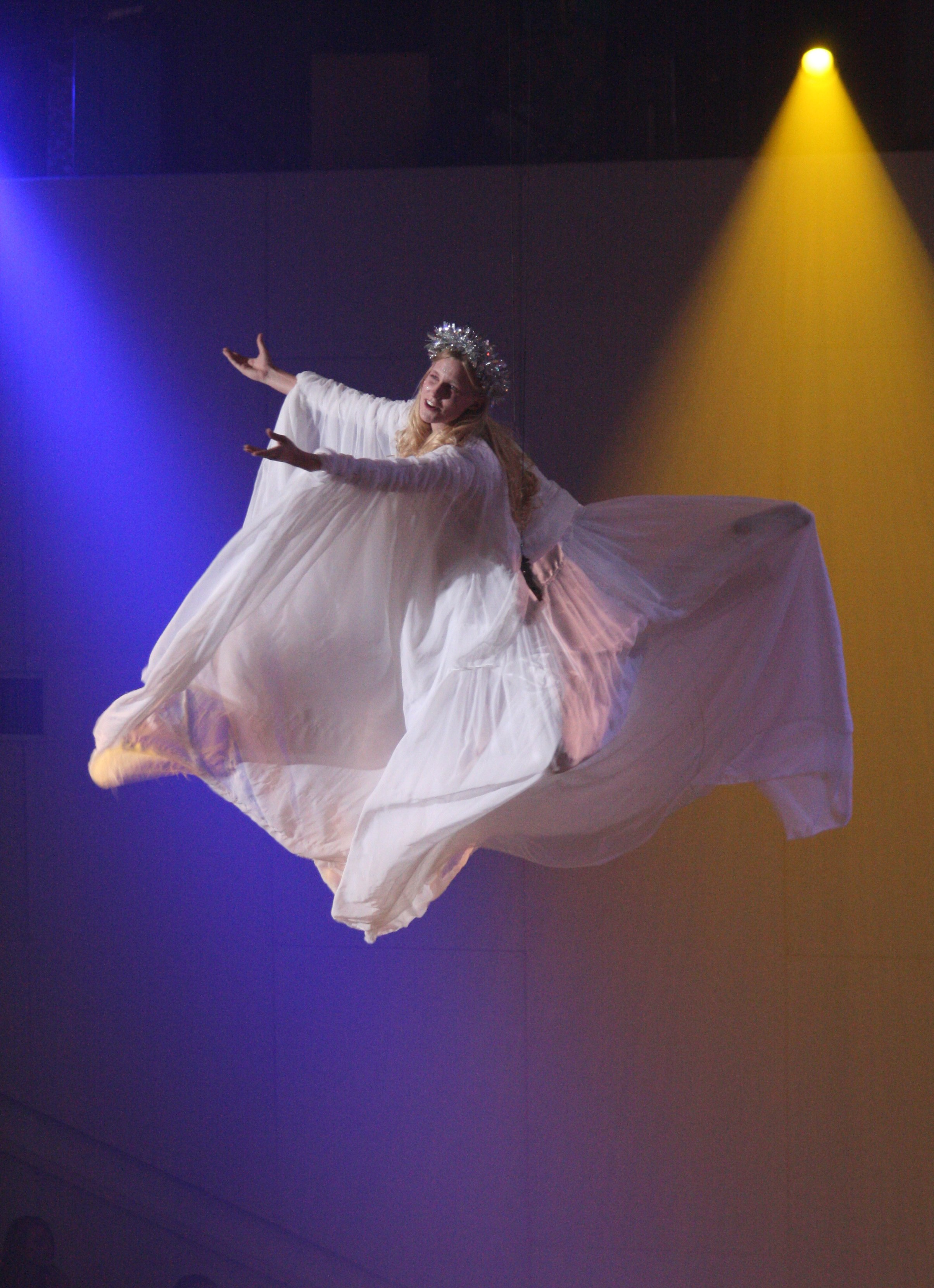 Angel flying Roshau 2.jpg