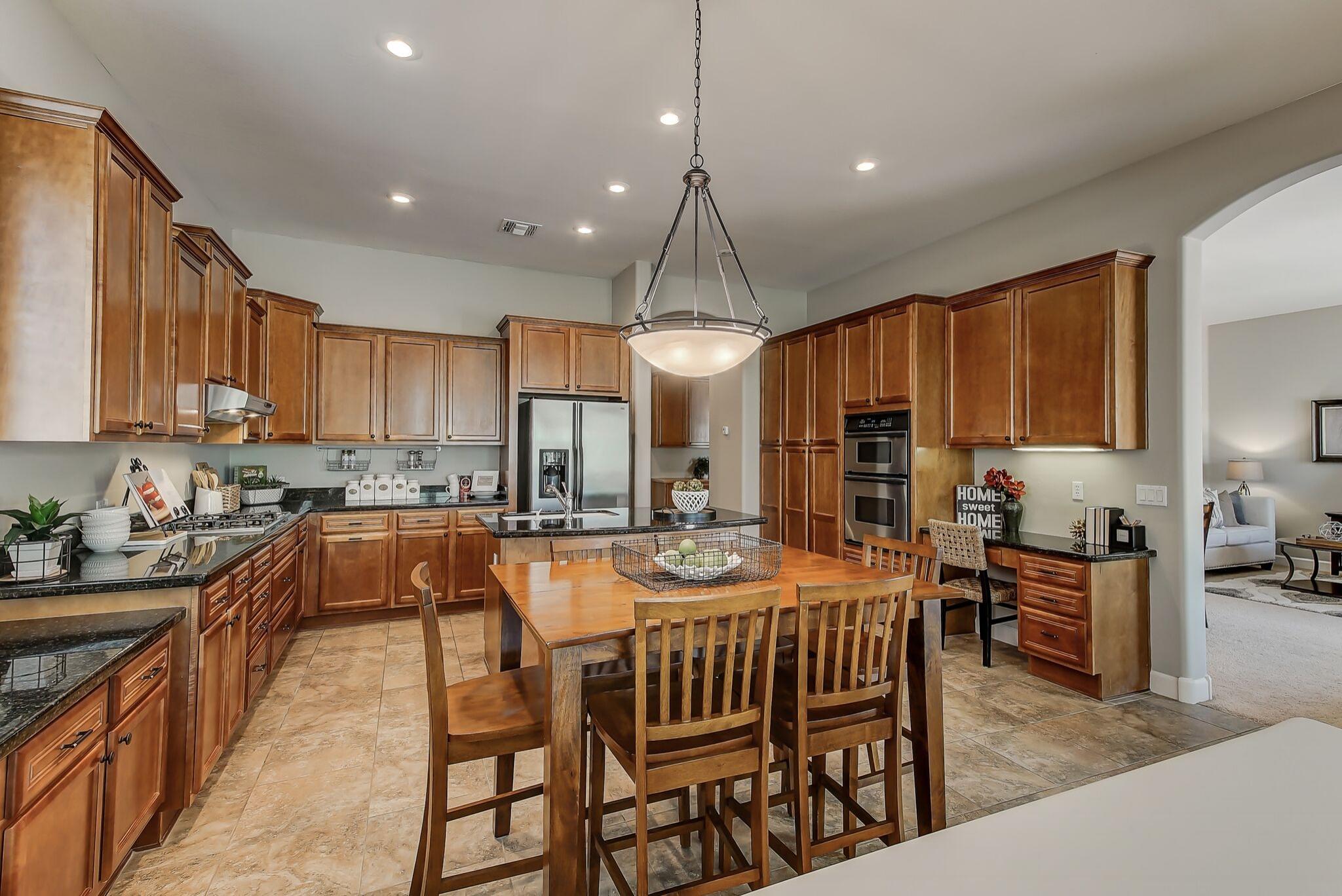 114-Kitchen_2.jpg
