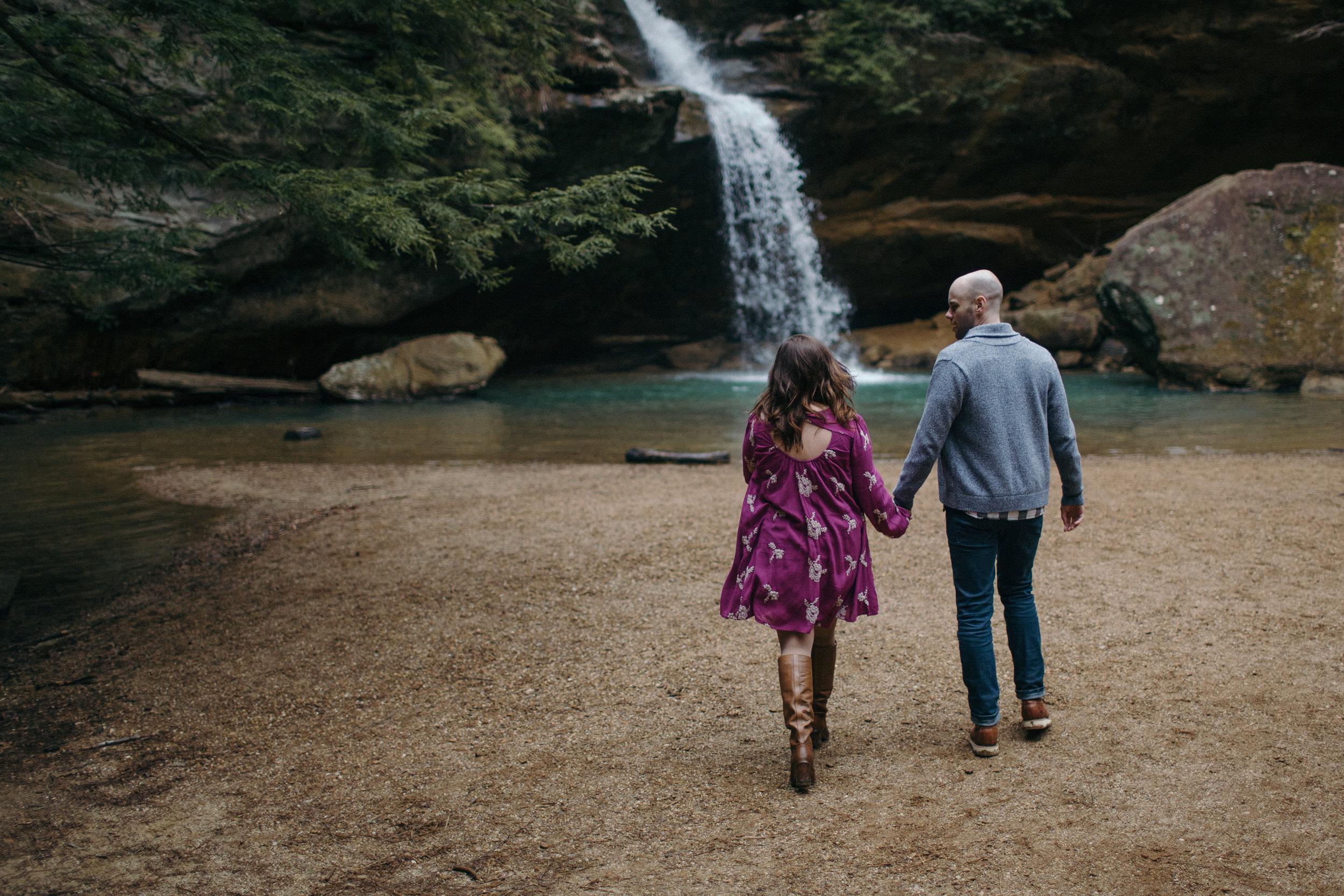 jake and krysti columbus ohio wedding photographer sarah rose hocking hills