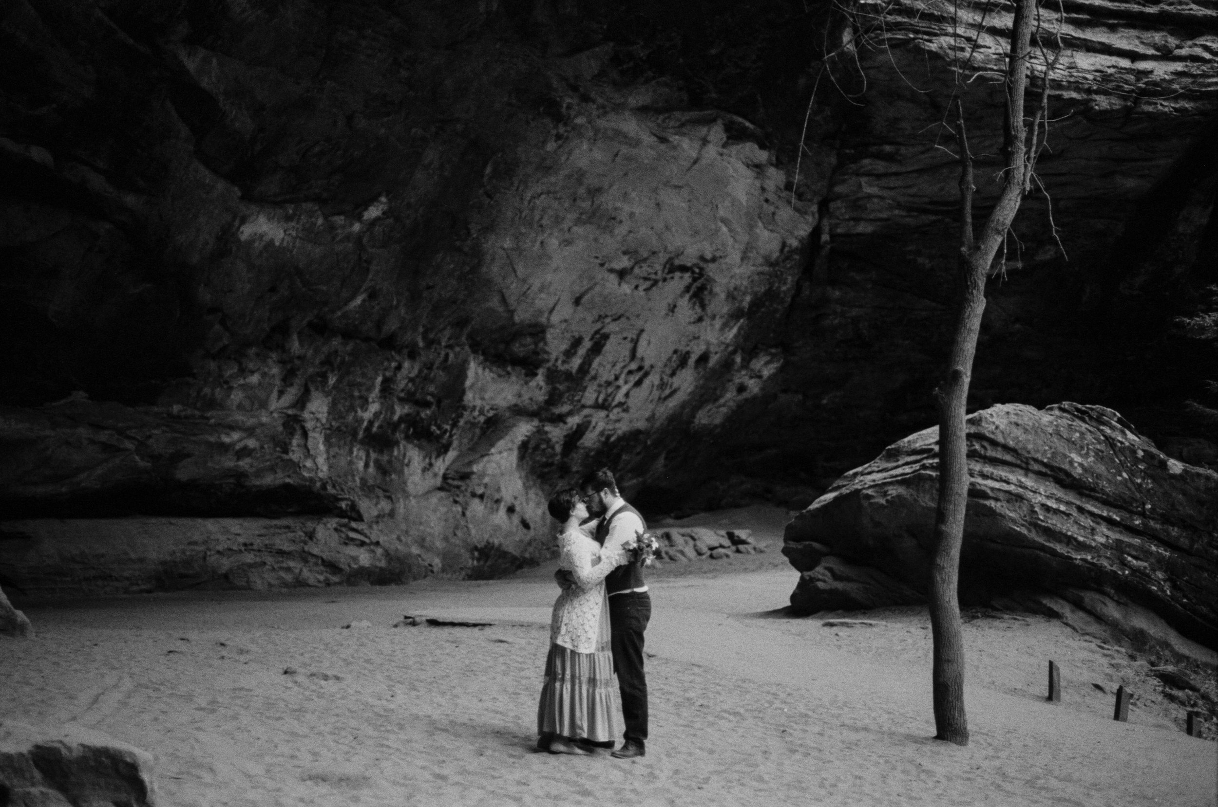 justin brie film wedding photographer in columbus ohio hocking hills sarah rose
