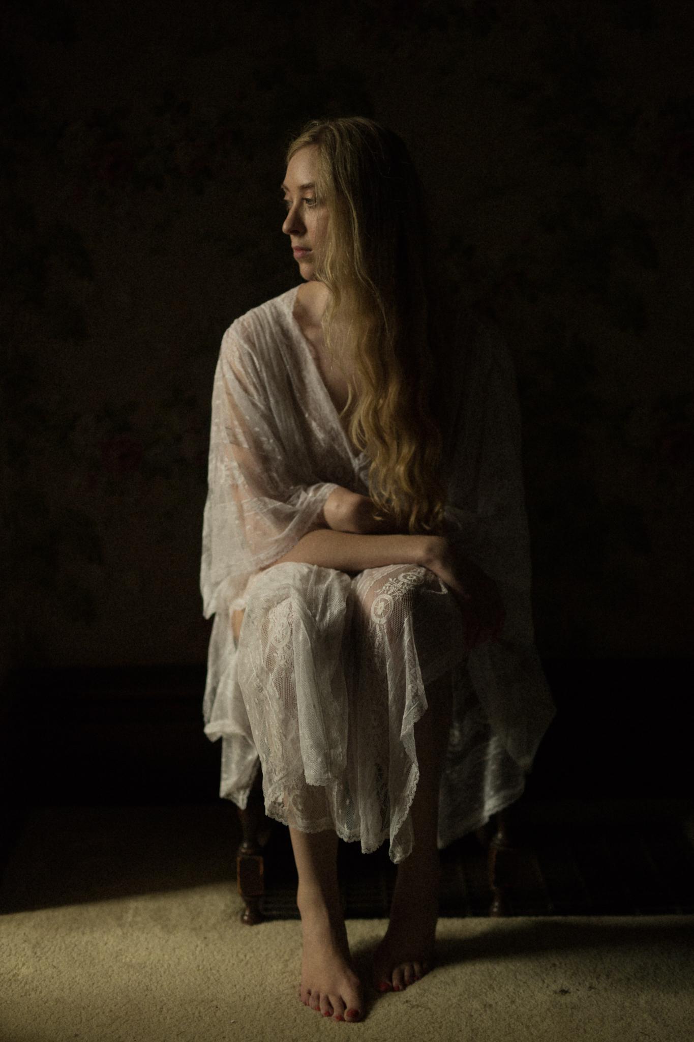 Renaissance painting inspiration bohemian victorian chiaroscuro portrait light classic portraiture Columbus Ohio sarah rose photography