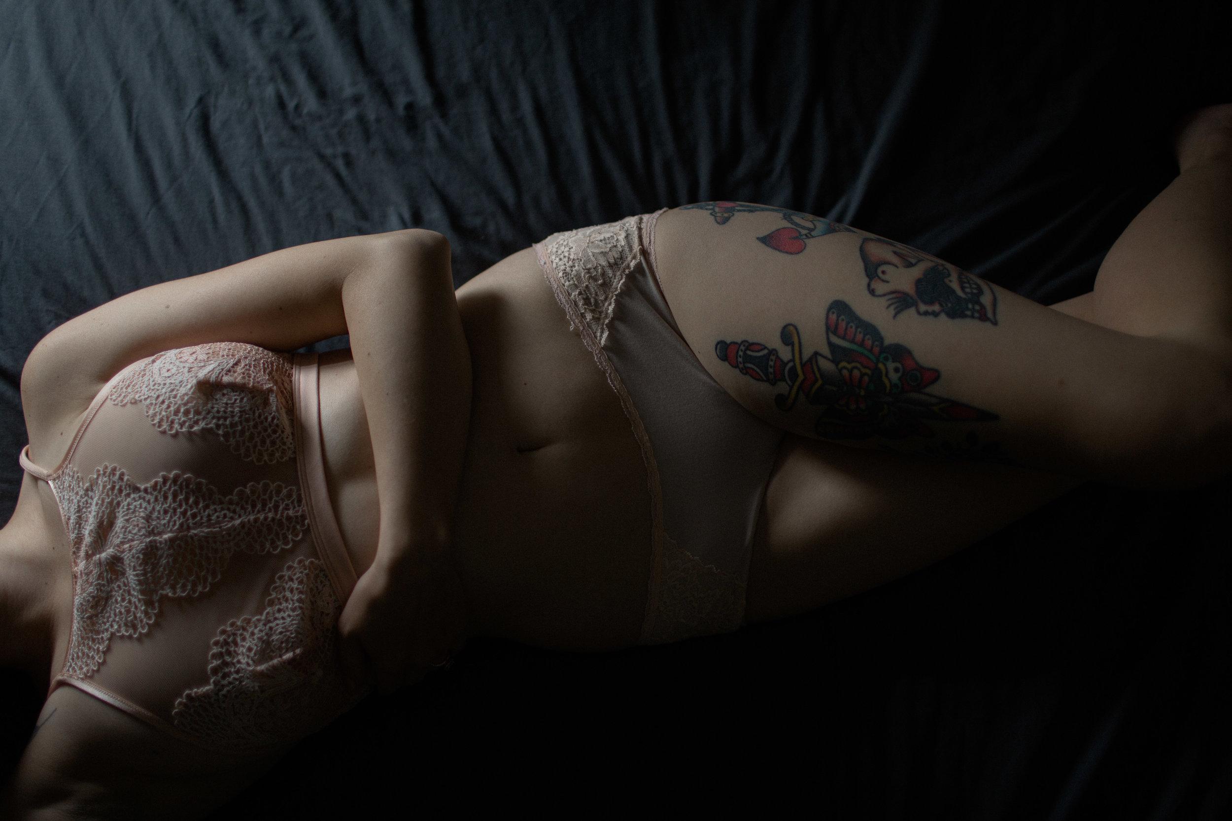 indianapolis boudoir photographer. fort wayne boudoir photographer. moody boudoir photography inspiration. intimate lifestyle photography. sarah rose photography. i am sarah rose.