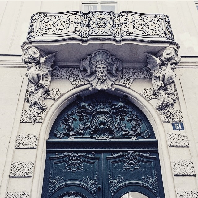 blue door, Paris