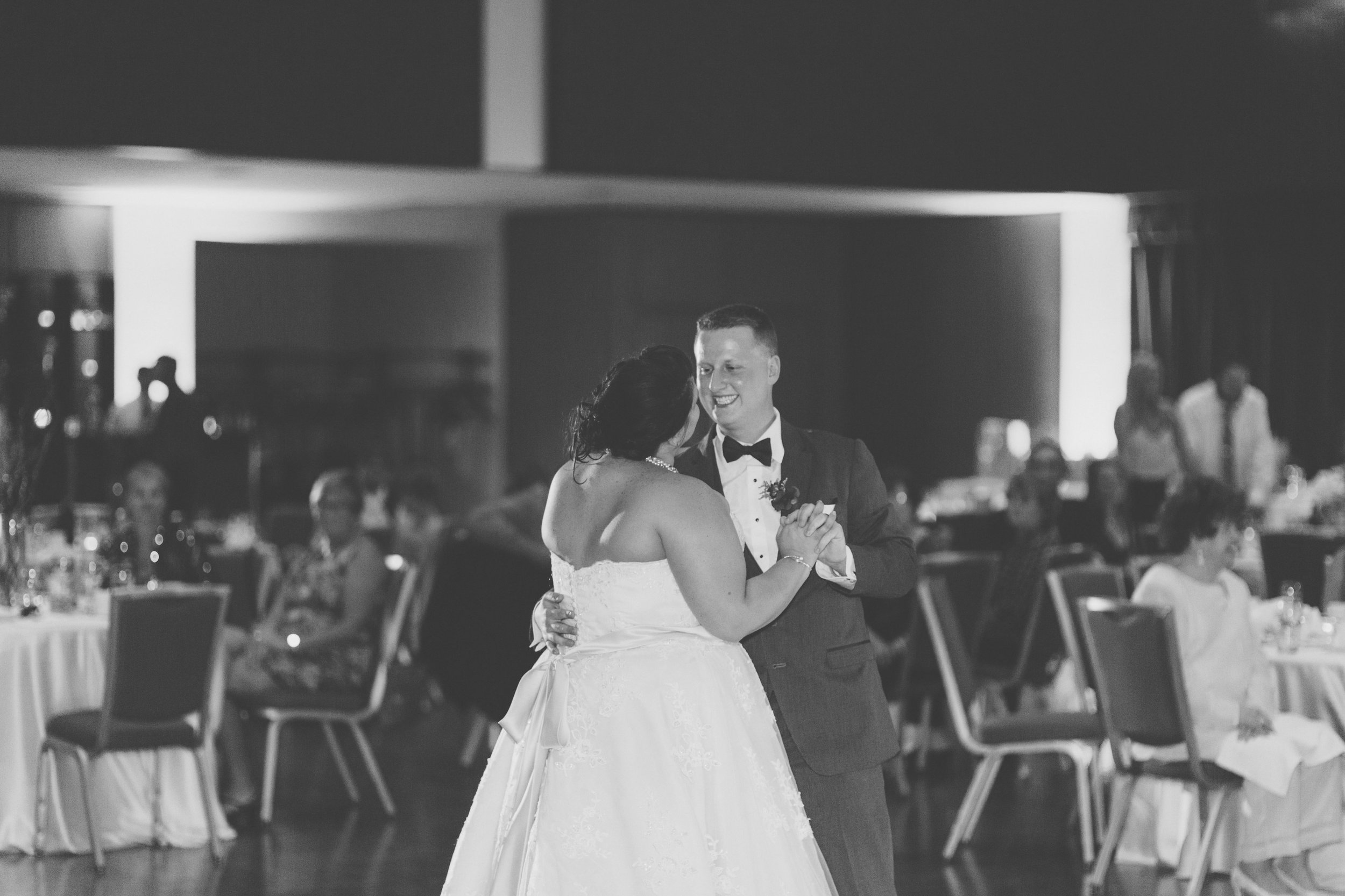 Bride_and_groom_first_Dance