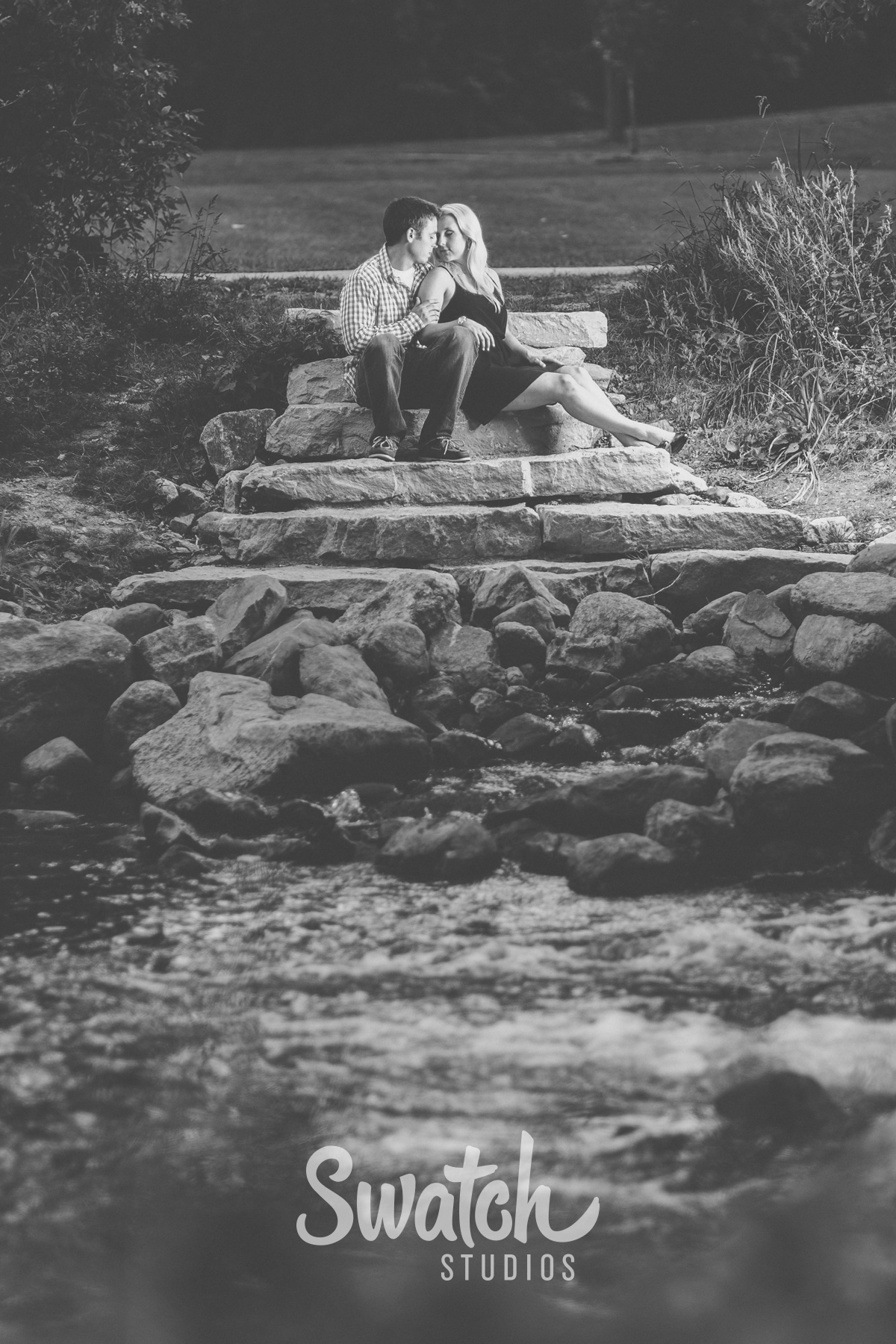 Engagement_Session_by_a_creek