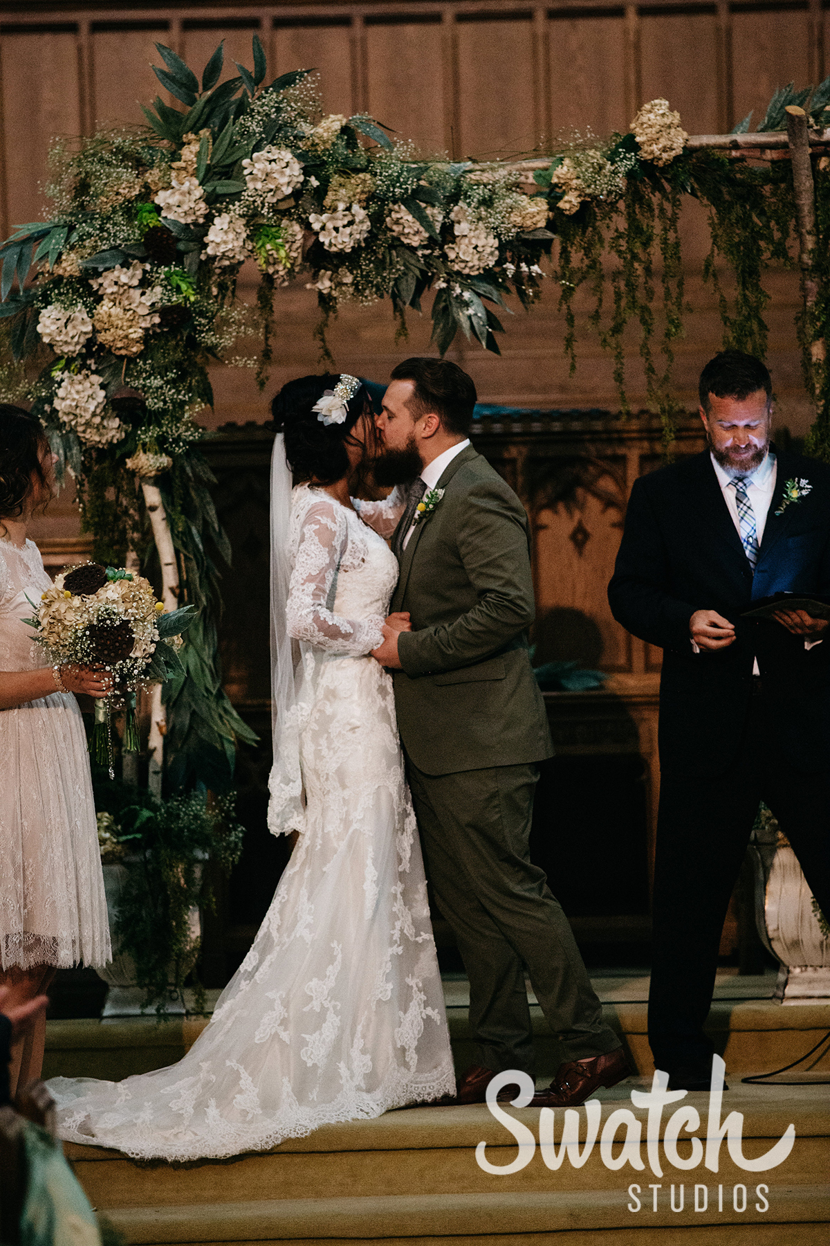 Bride_and_Groom_First_Kiss