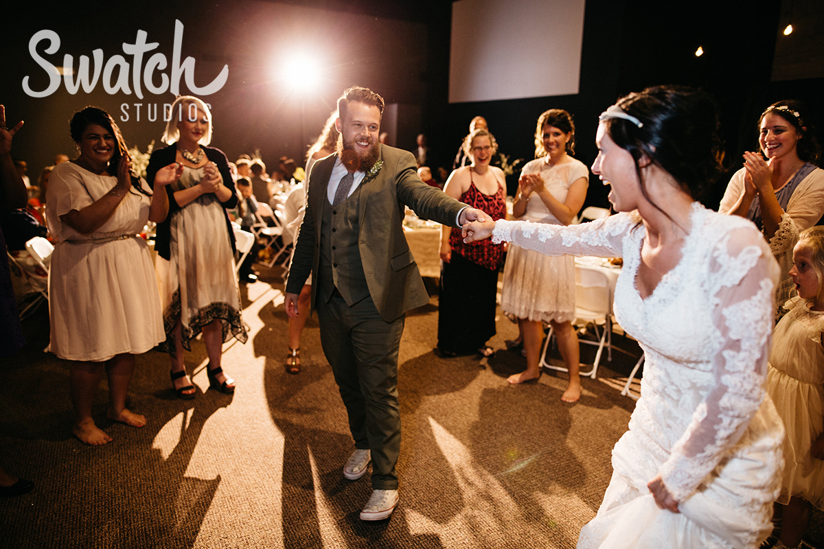 Bride_and_Groom_Dancing_at_Reception