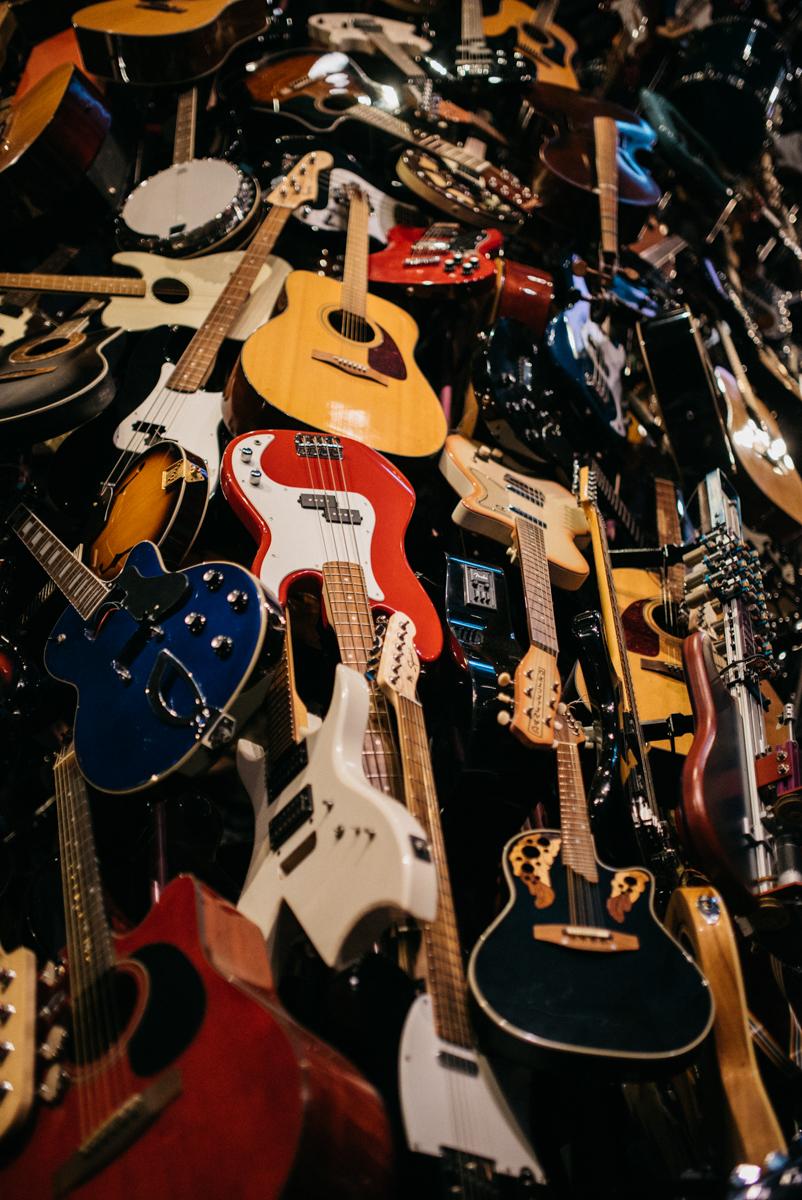 Guitar_Gallery_at_EMP_Museum