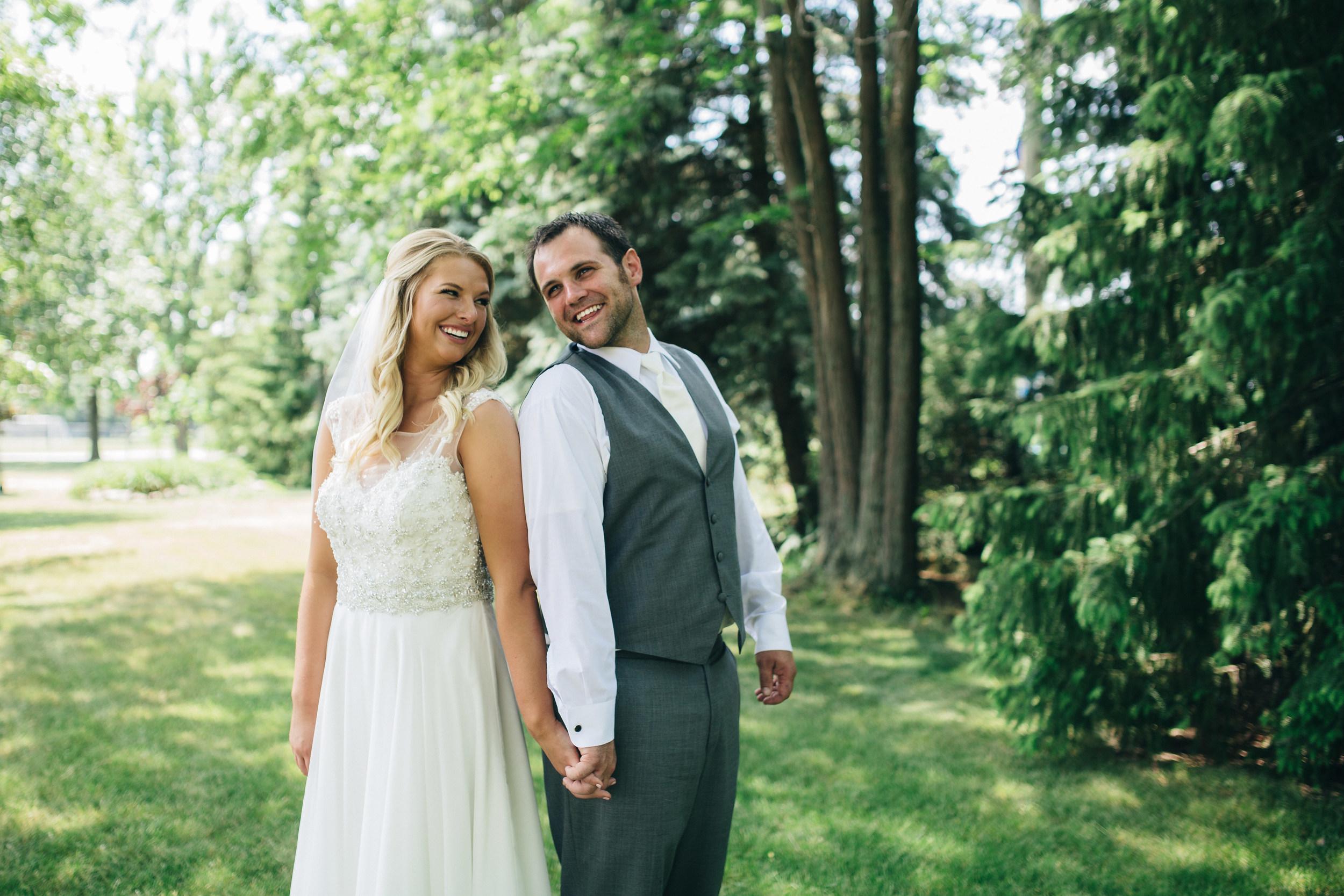 Bride and groom wedding photography at Oak Shade Grove.