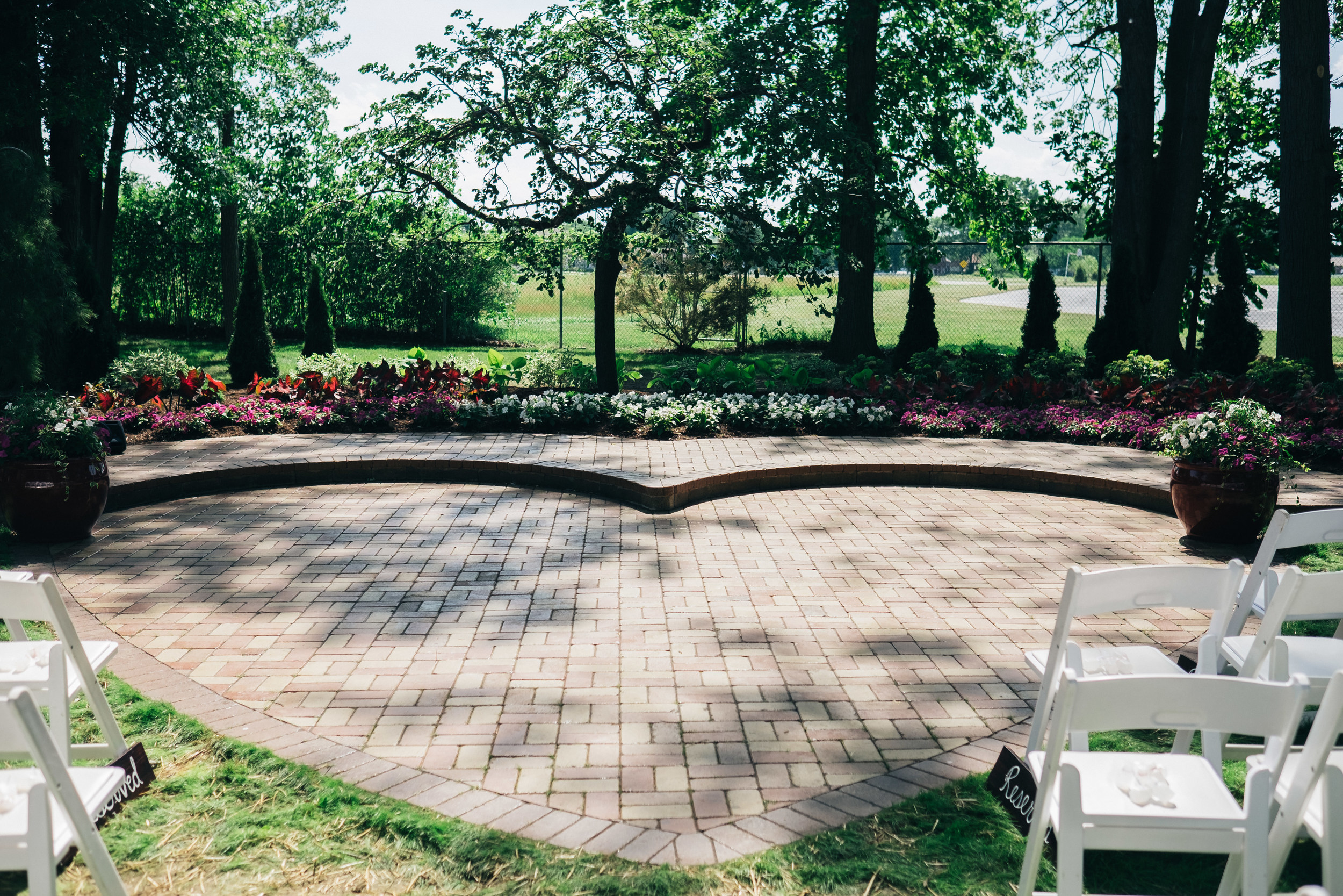 Heart-shaped landscaping by Moritz Landscaping for outdoor wedding at Oak Shade Grave.
