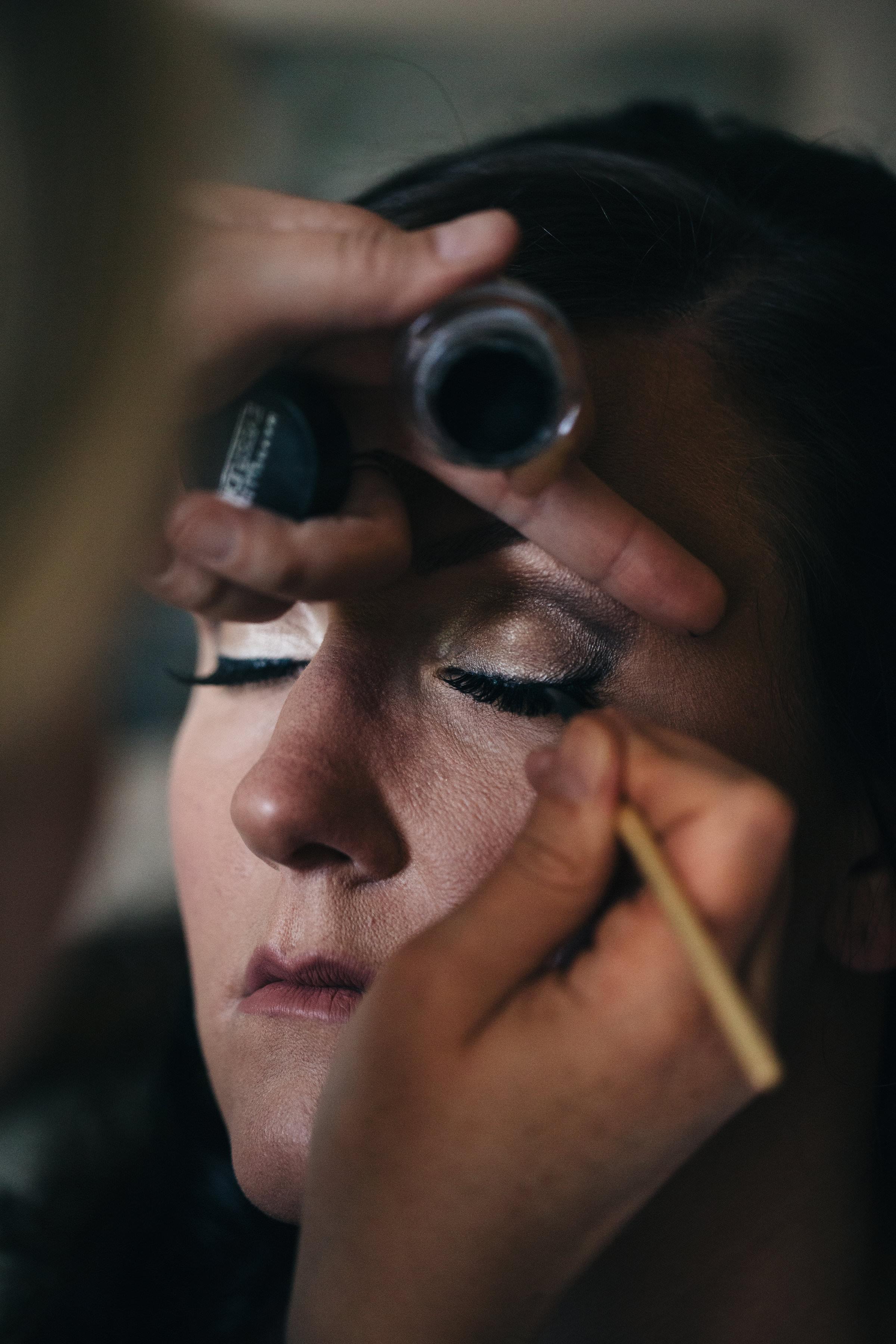 Bridal makeup before wedding.