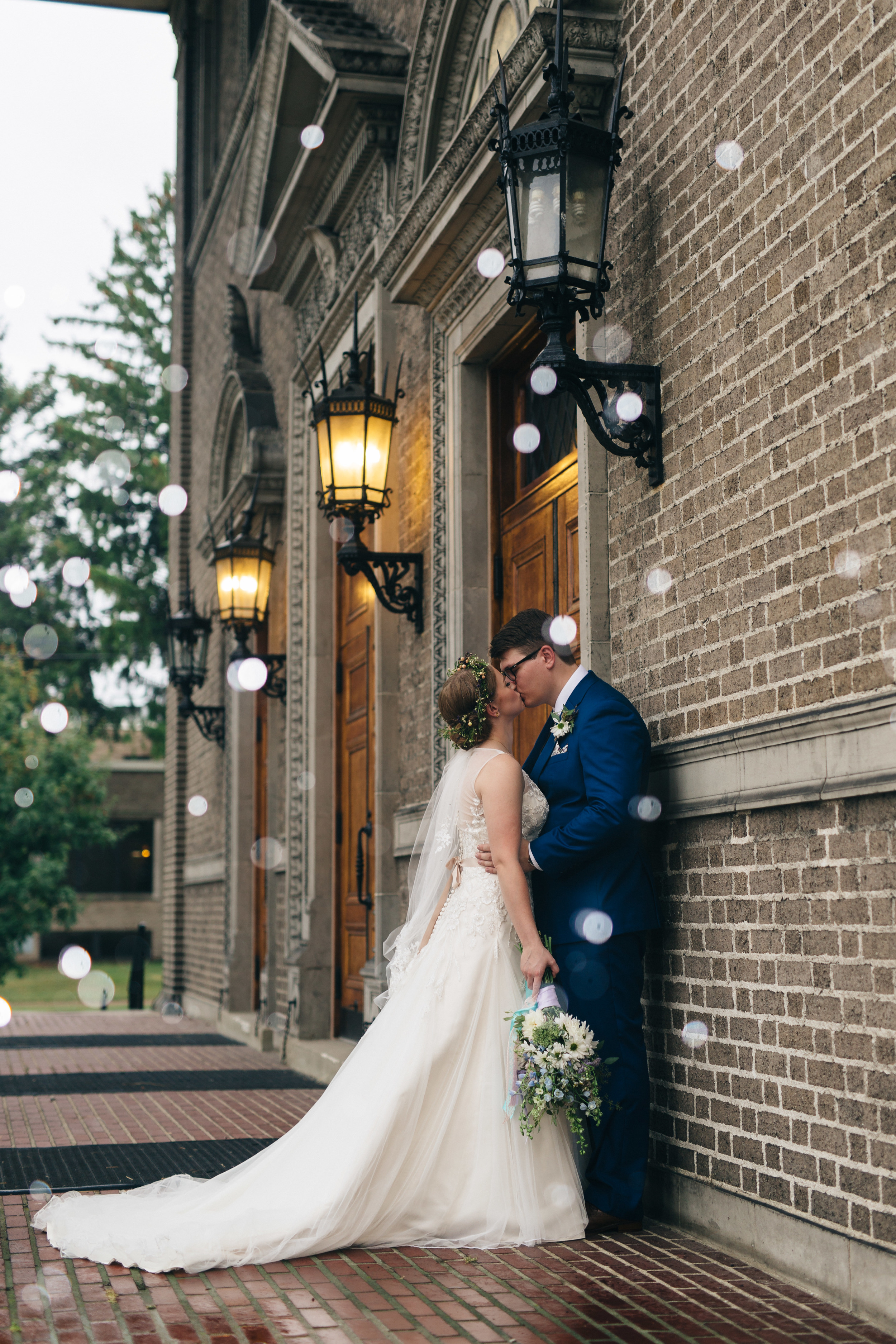 Wedding photography in Toledo, Ohio at First Congregational Church.