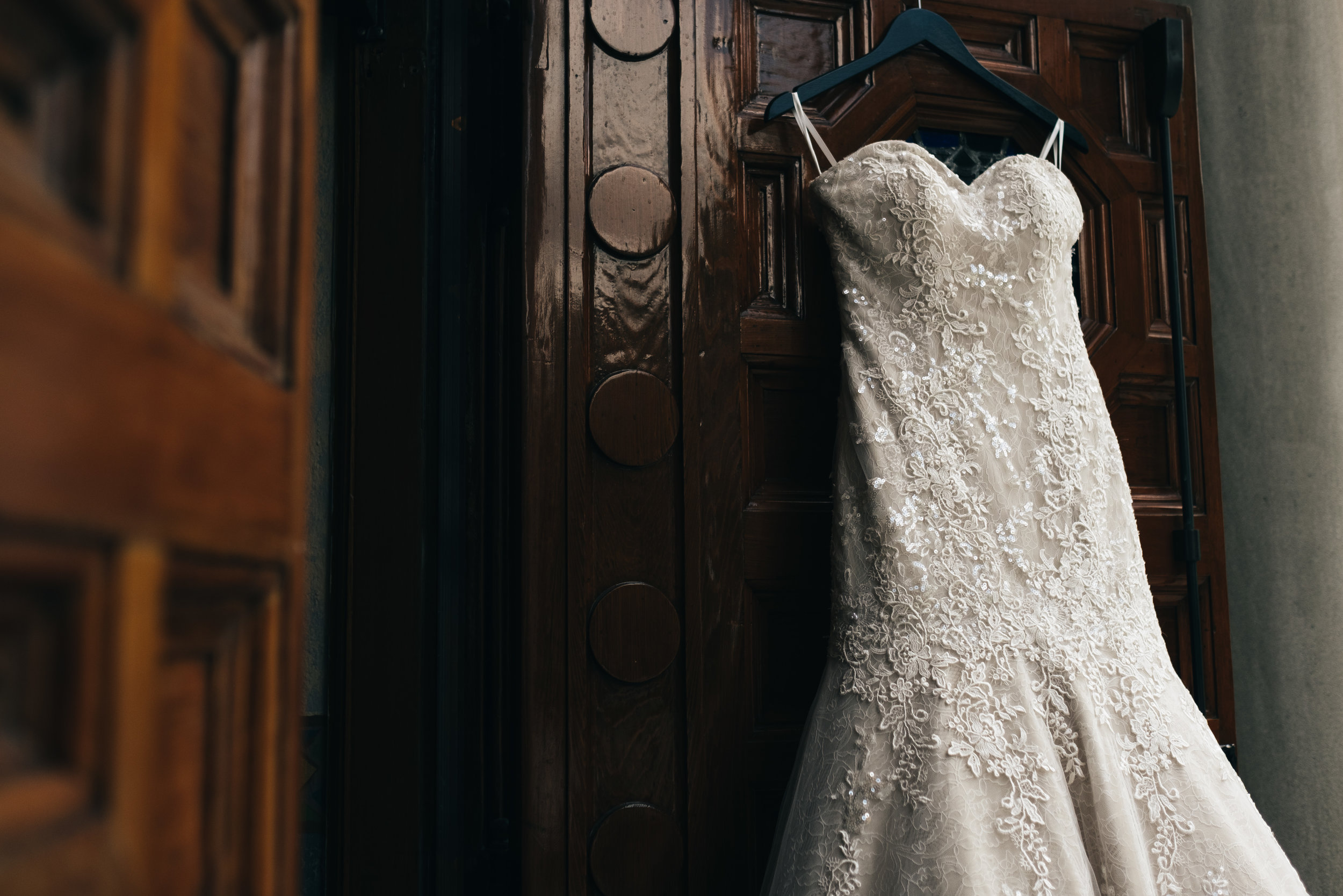 Lace_Wedding_Dress_Photography