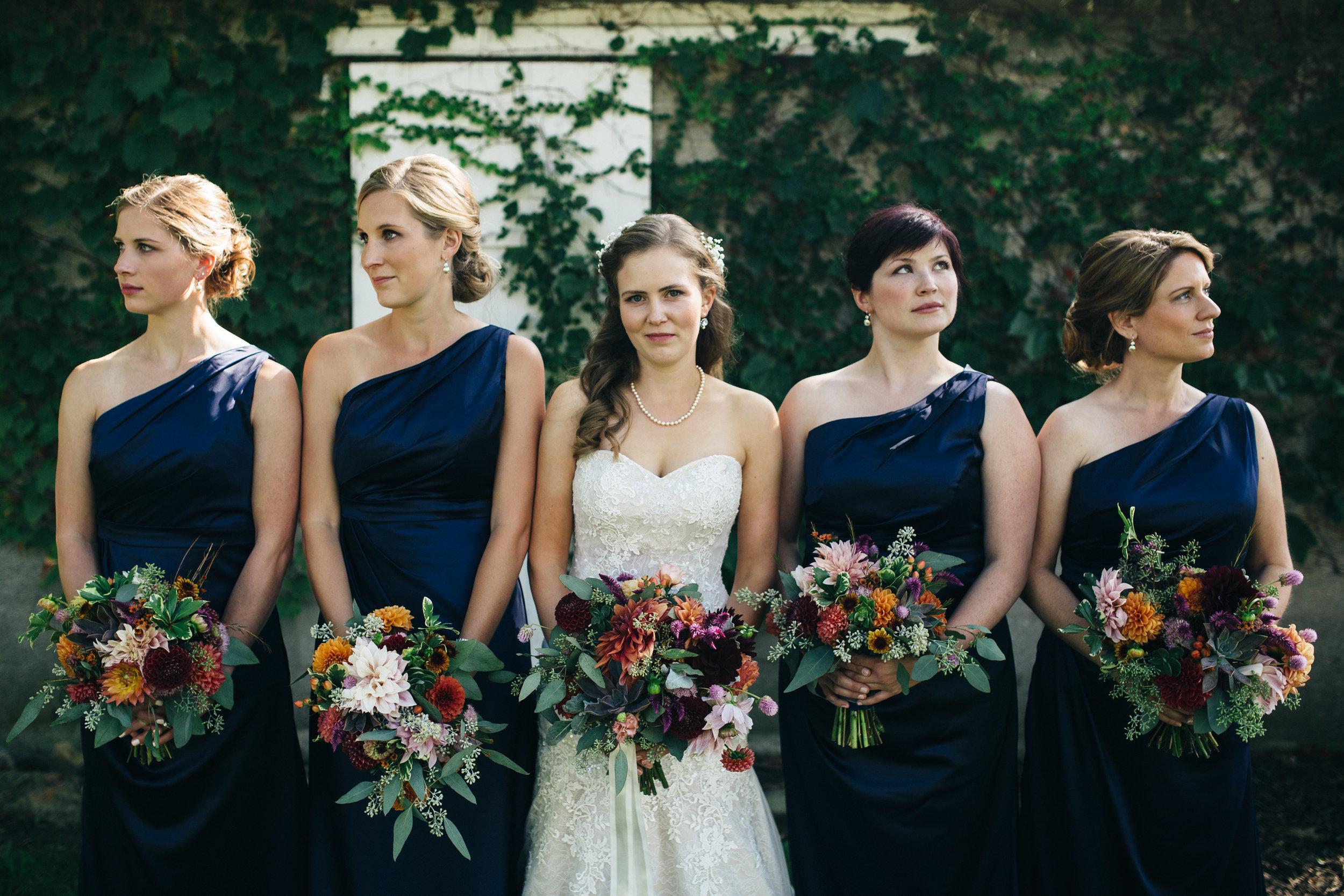 Navy blue bridesmaids inspiration for Fall wedding