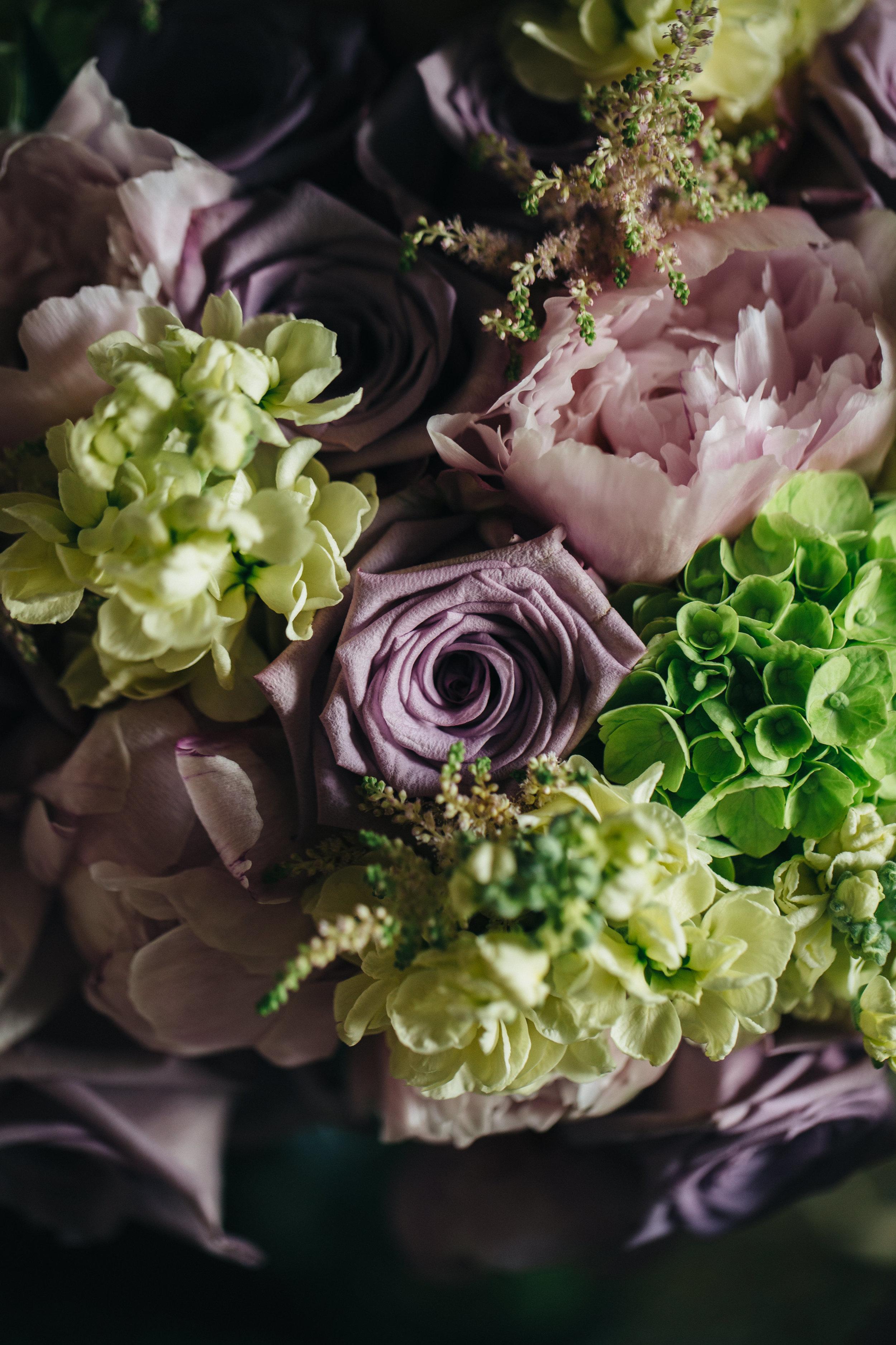 Vintage floral arrangement at summer wedding at Schedel Gardens.