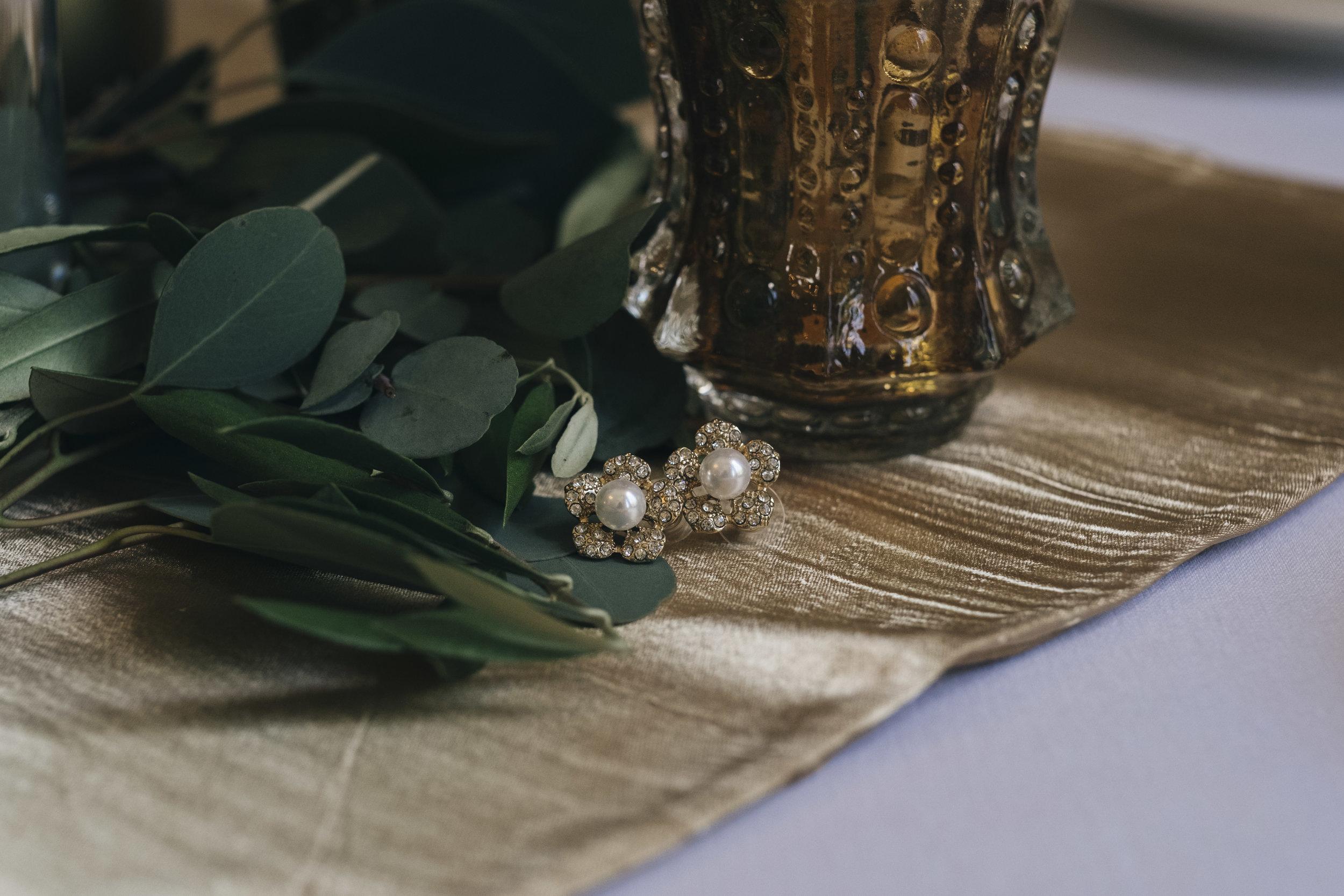 The bride's flower earrings