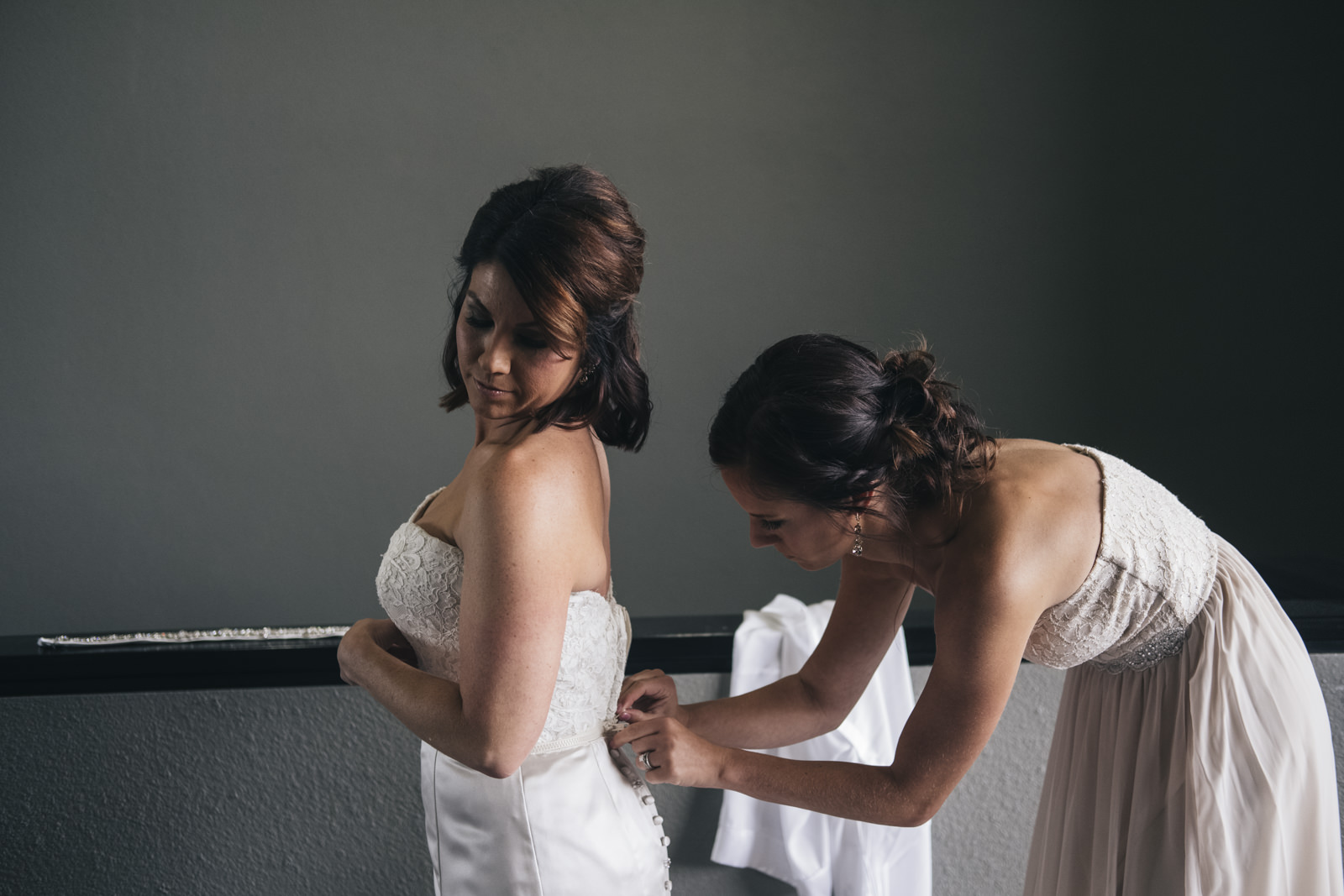 Picture of the bride getting ready before her wedding ceremony in Toledo, Ohio.