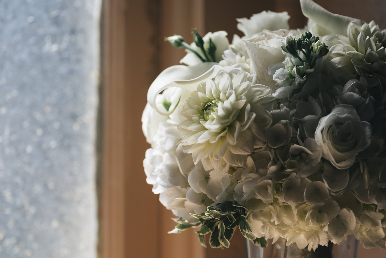 Flowers from Bailey's Buds and Blooms sit in the windowsill before Marblehead, Ohio wedding.