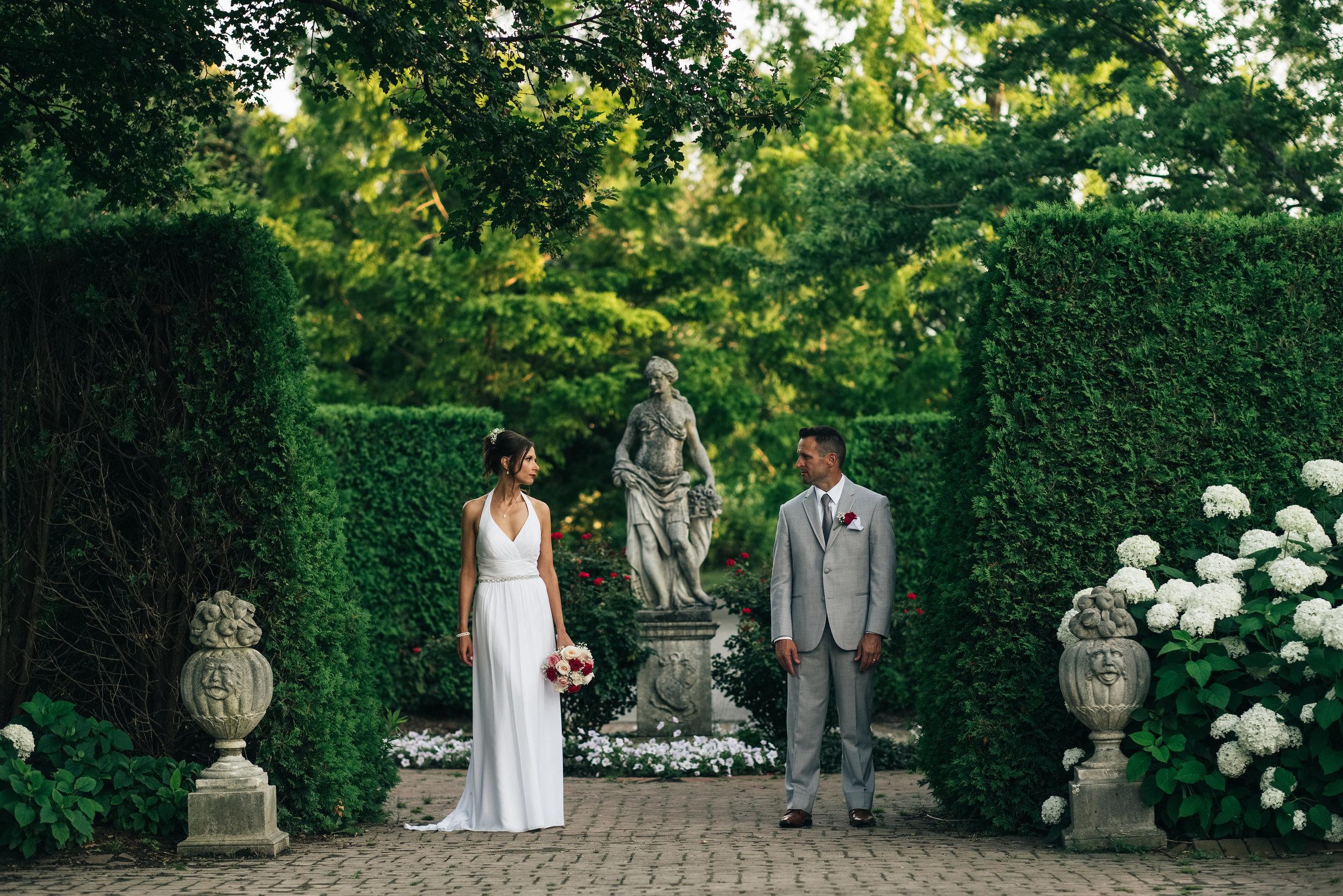 Elopement_Photograpy_at_Toledo_Botanical_Gardens.jpg