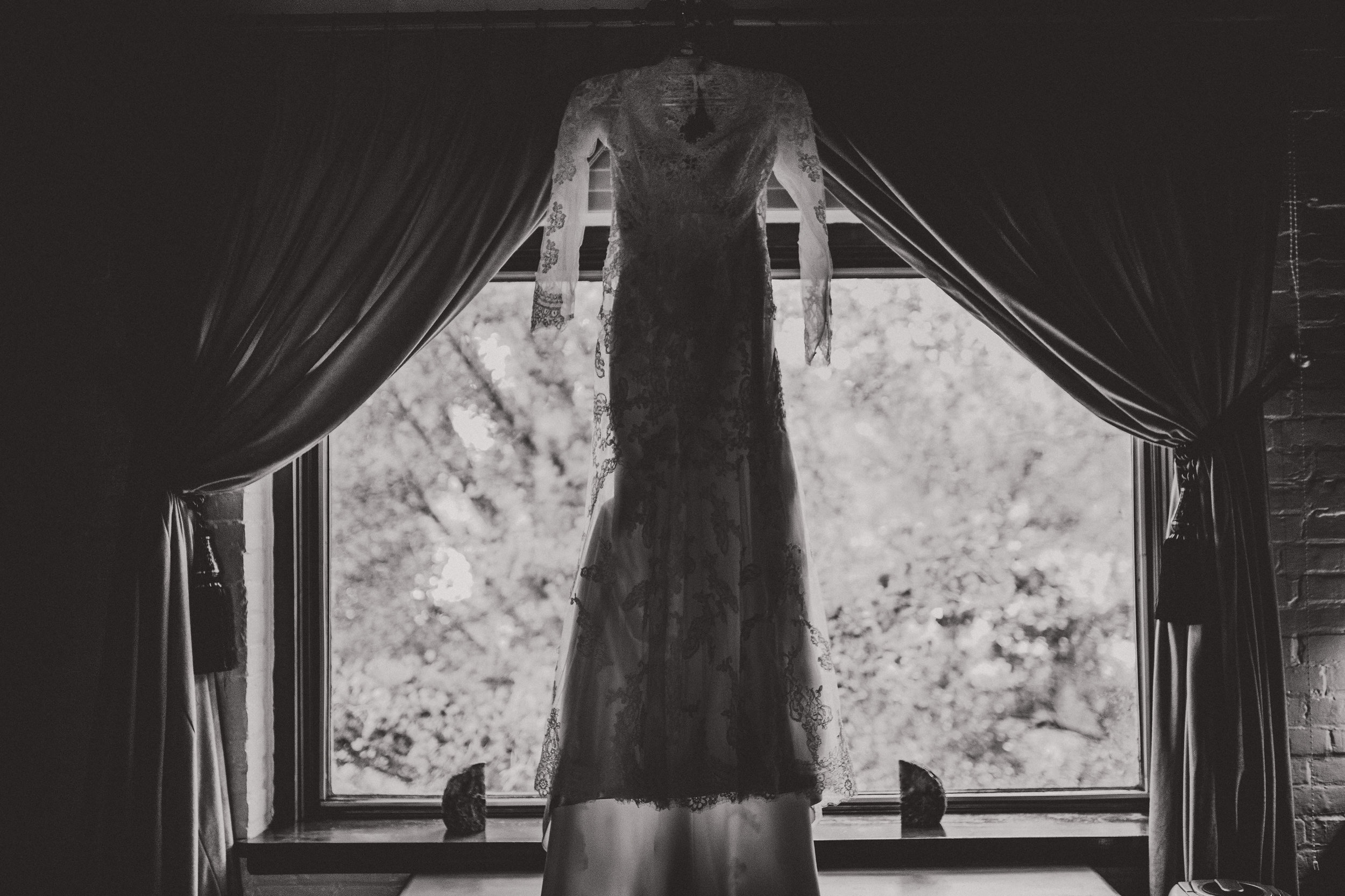 Lace_Wedding_Dress_Detail_Photography.jpg