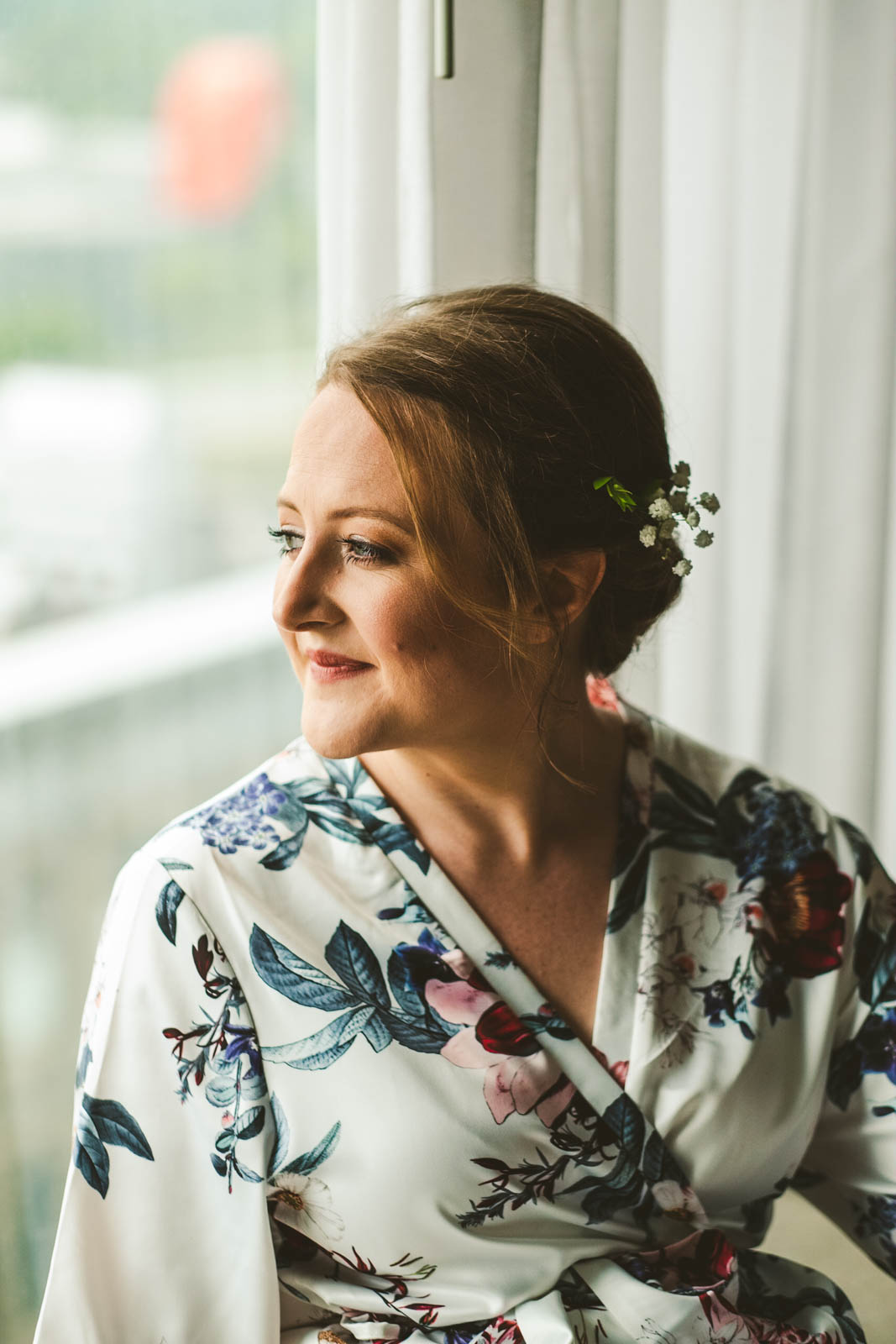 Bride Gets Ready for Wedding Day in Toledo Ohio with Wedding Photographers