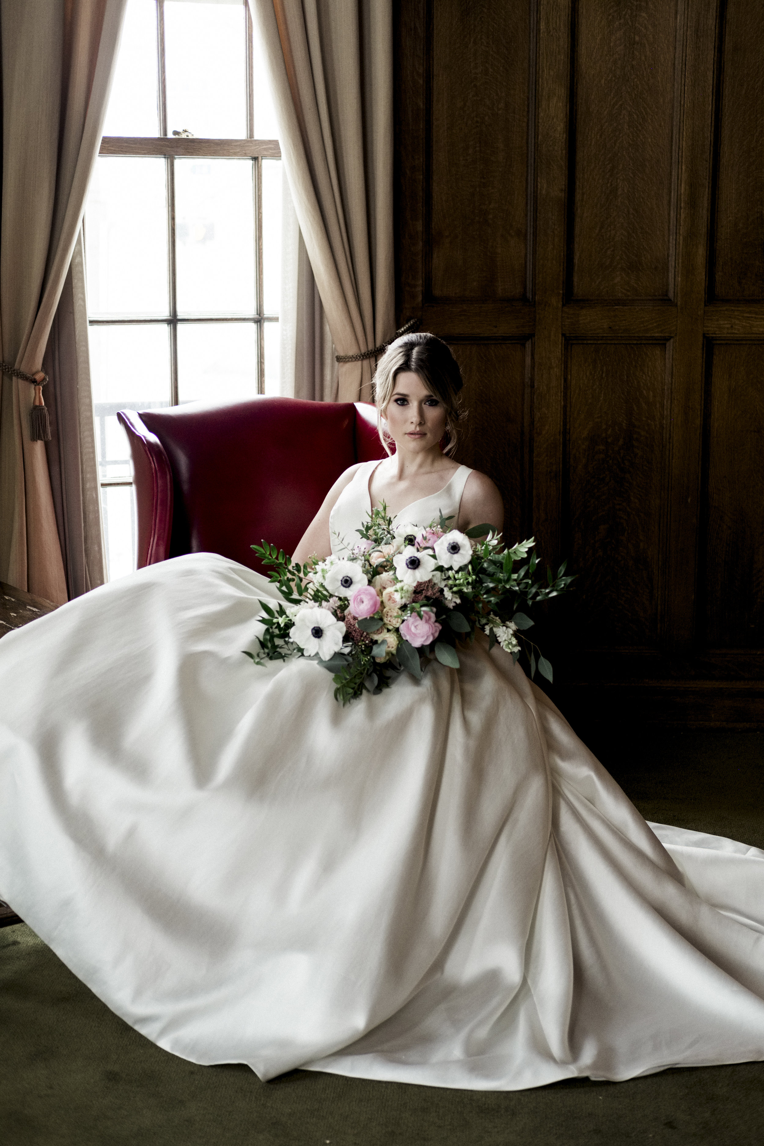 Bride with Toledo Wedding Photographers at Toledo Club