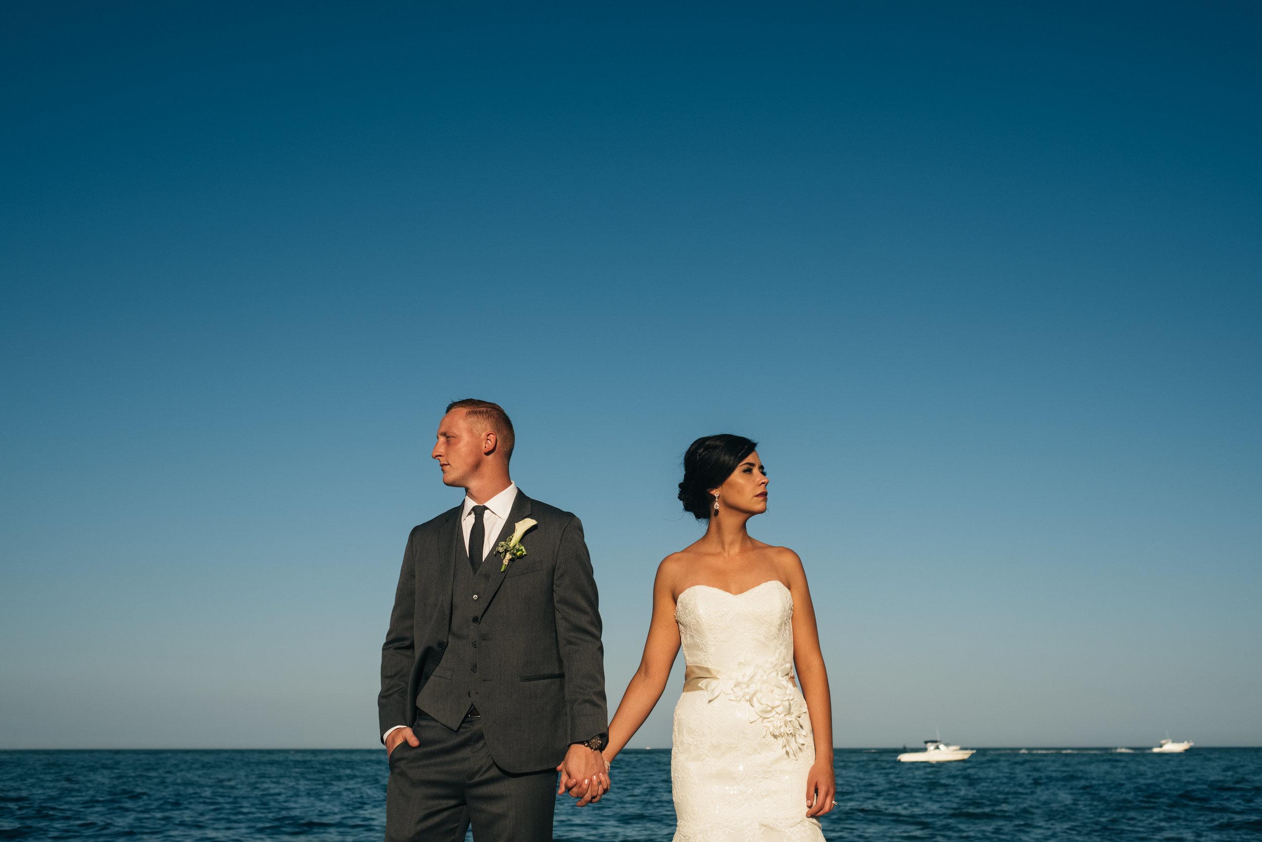 toledo_wedding_photographers_with_bride_and_groom_on_wedding_day
